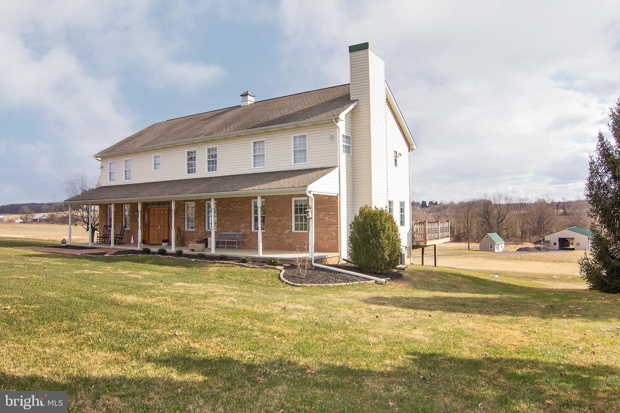 Wow ! --- Gorgeous !  Country Estate Home, Built 2007, Renovated 2020, 5 Bedrooms, 5.5 Baths ON almo