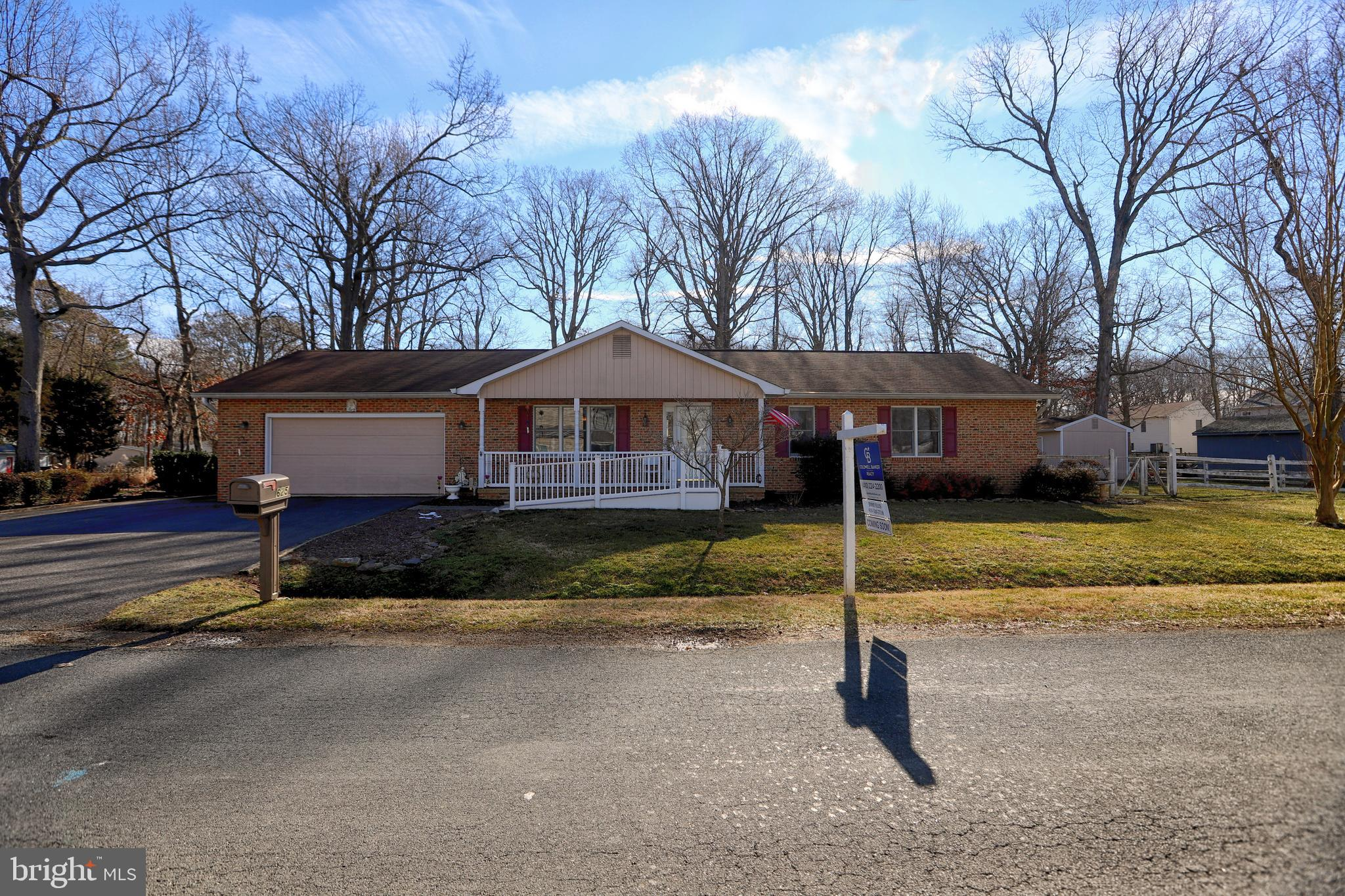 Wow!  A wonderful home that has lovingly maintained for more than 20 years.  This 3 bedroom , 2 bath