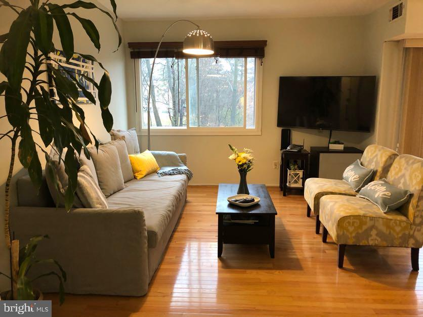 Well-maintained, third-floor 2 bedroom condo with 2 bathrooms.  Hardwood floor on living and dining