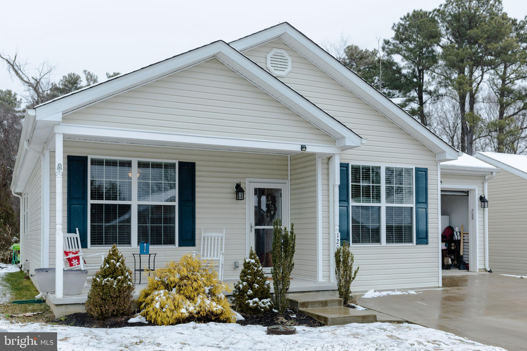 Original owner shows pride of ownership in this adorable single family  with one car garage.  Outsid