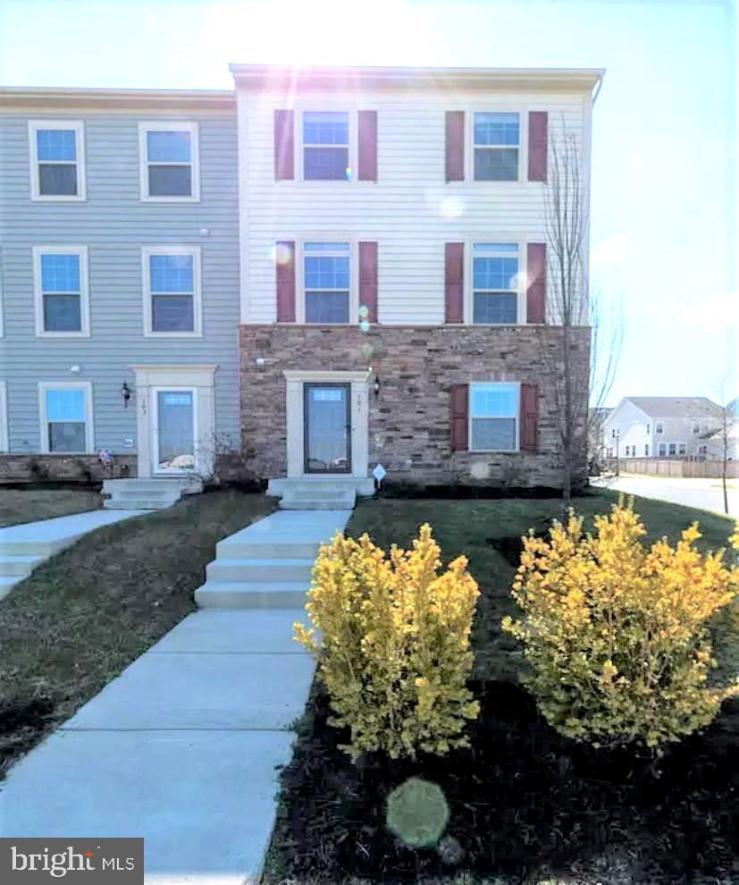 In the heart of Stafford Embrey Mill community, Incredible 3 levels town home, overlooking big park,