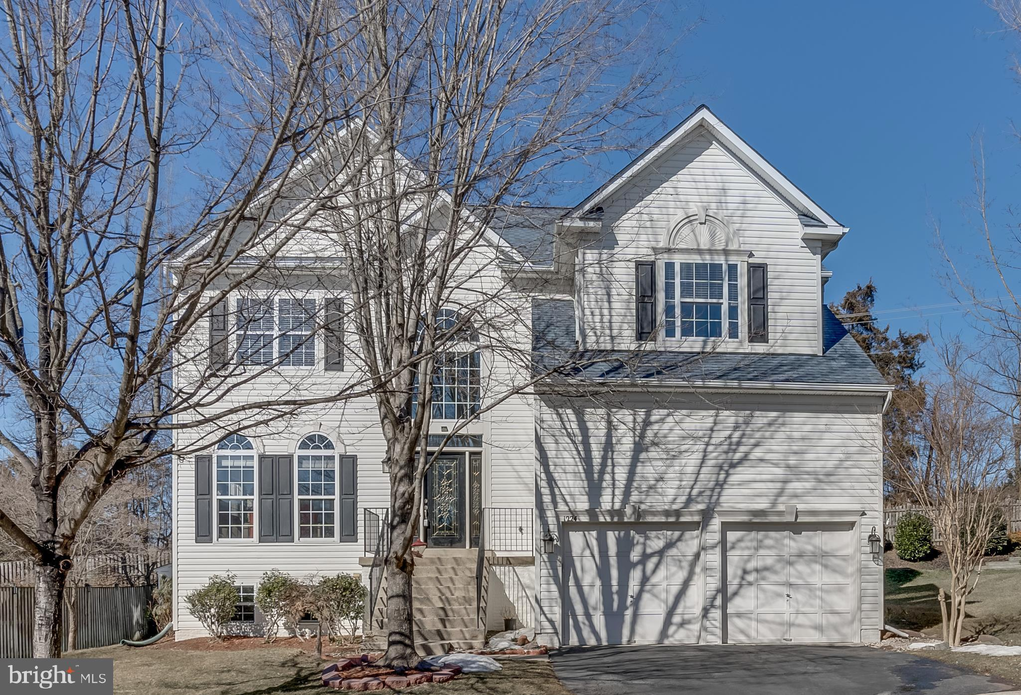 This gorgeous home is surround  of  plenty natural  light with large windows,  have 5 bedrooms, 3.5