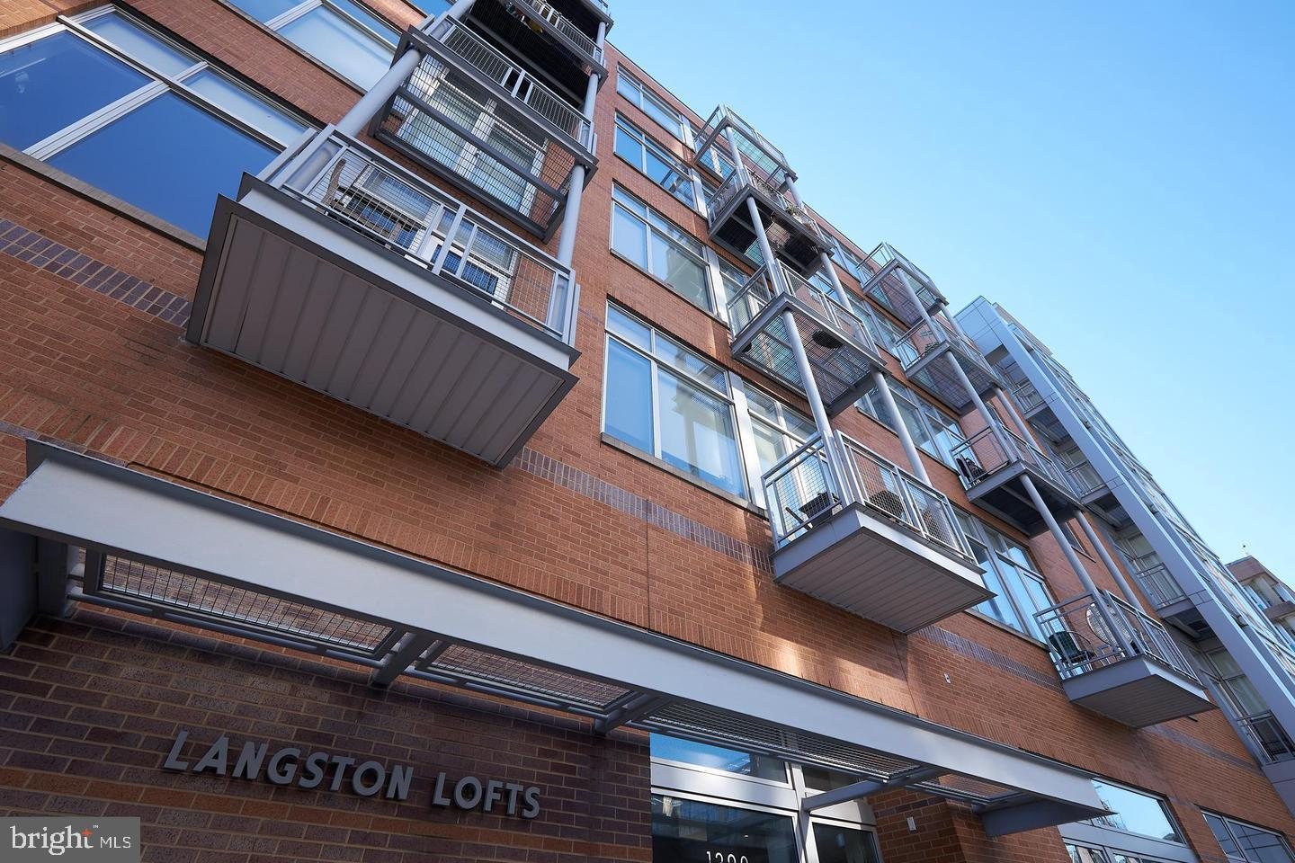 Contemporary light-filled, large 1BR loft. Perfectly located in the heart of vibrant U Street corrid