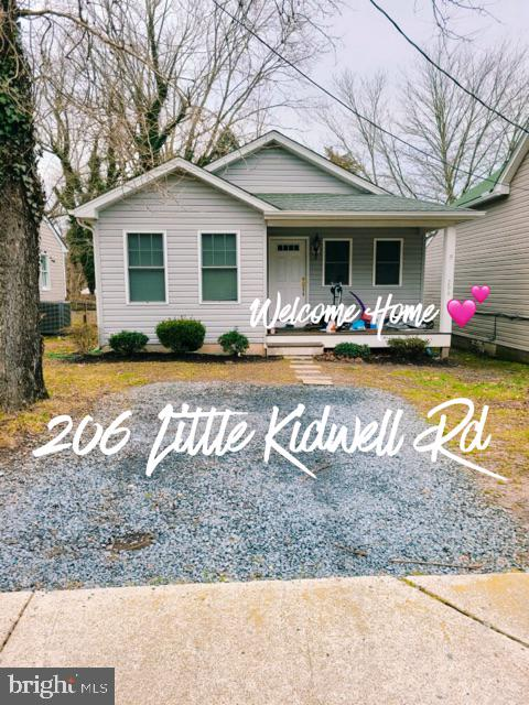 Adorable rancher in the heart of Centreville!  Don't hesitate on this one, it will go quick.  Built