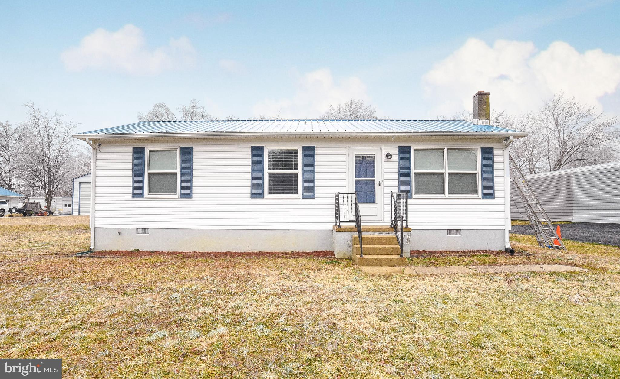 This adorable rambler shows well. Owner has well maintained this home. 3 bedrooms, 1 full bath. upda
