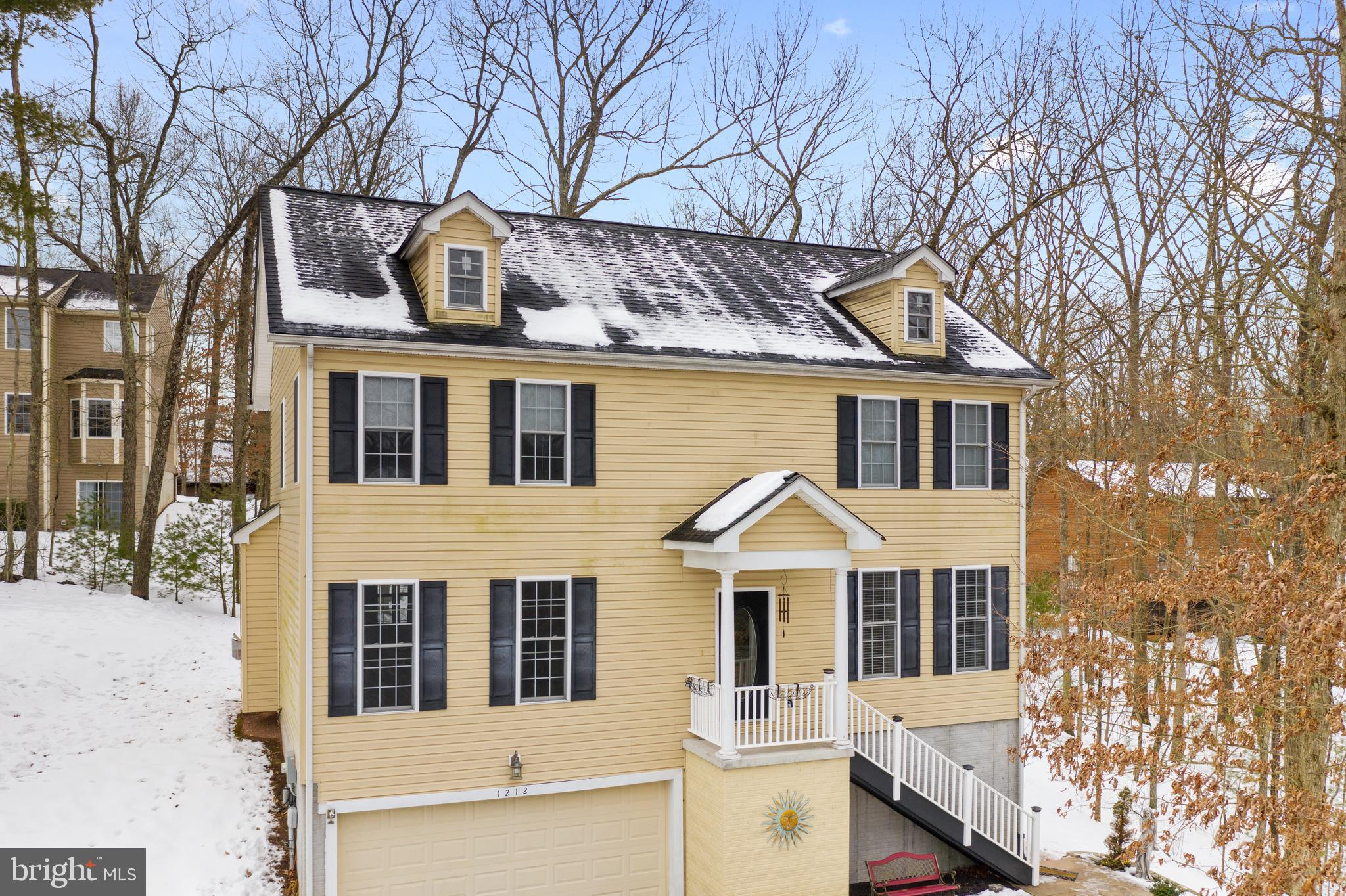 Beautiful colonial in Lake Holiday just minutes from the main beach and clubhouse! You'll love lake