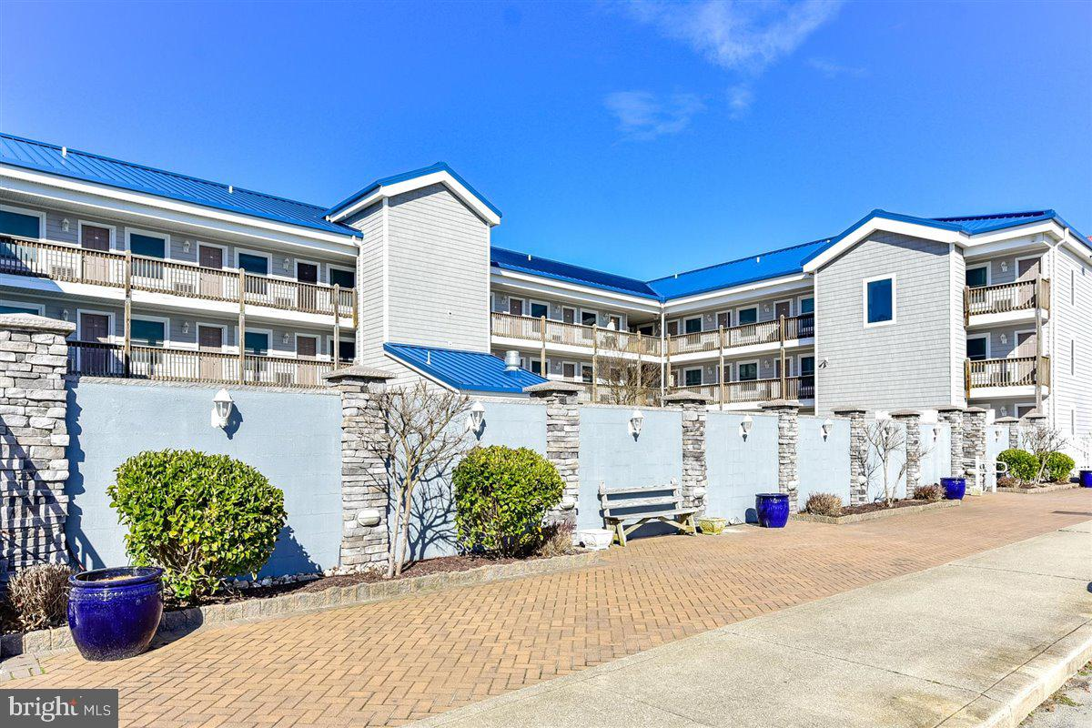 PERFECT! Stop searching for that Beach Getaway. This one bedroom totally updated unit is ready ! Ado