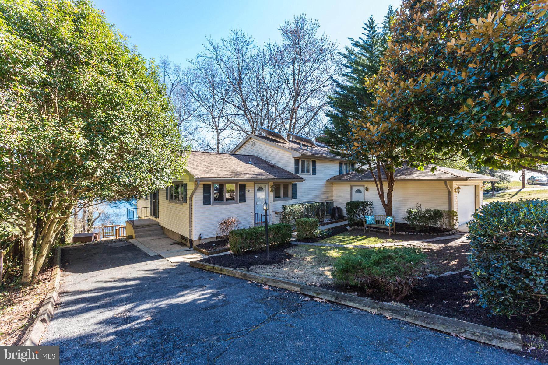 Location, location, location!  Admiral Heights is the perfect community for enjoying all Annapolis h
