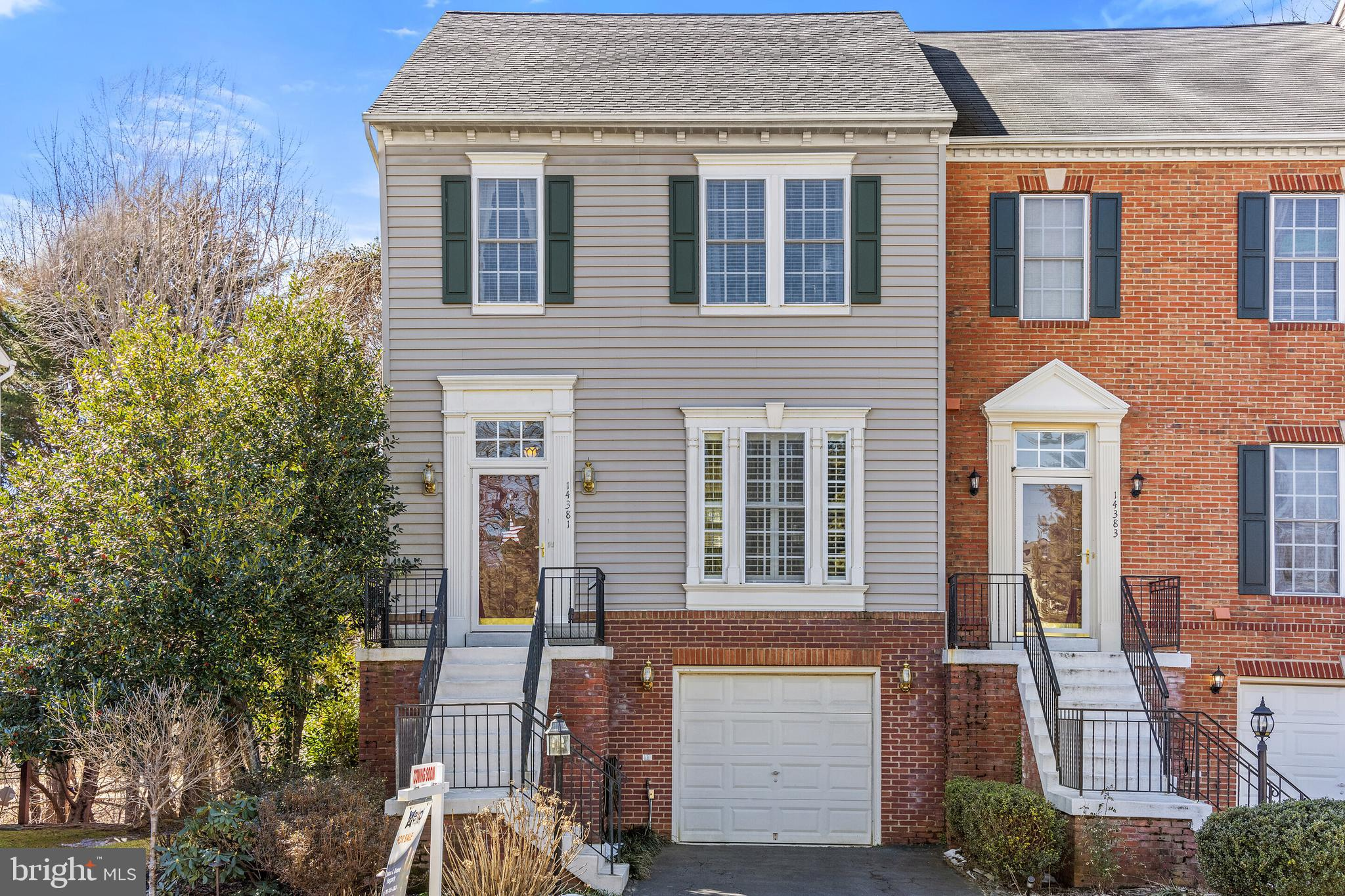 Amazing END UNIT GARAGE  Townhome! Three bedrooms and three full, and 1 half baths. Kitchen with Rec