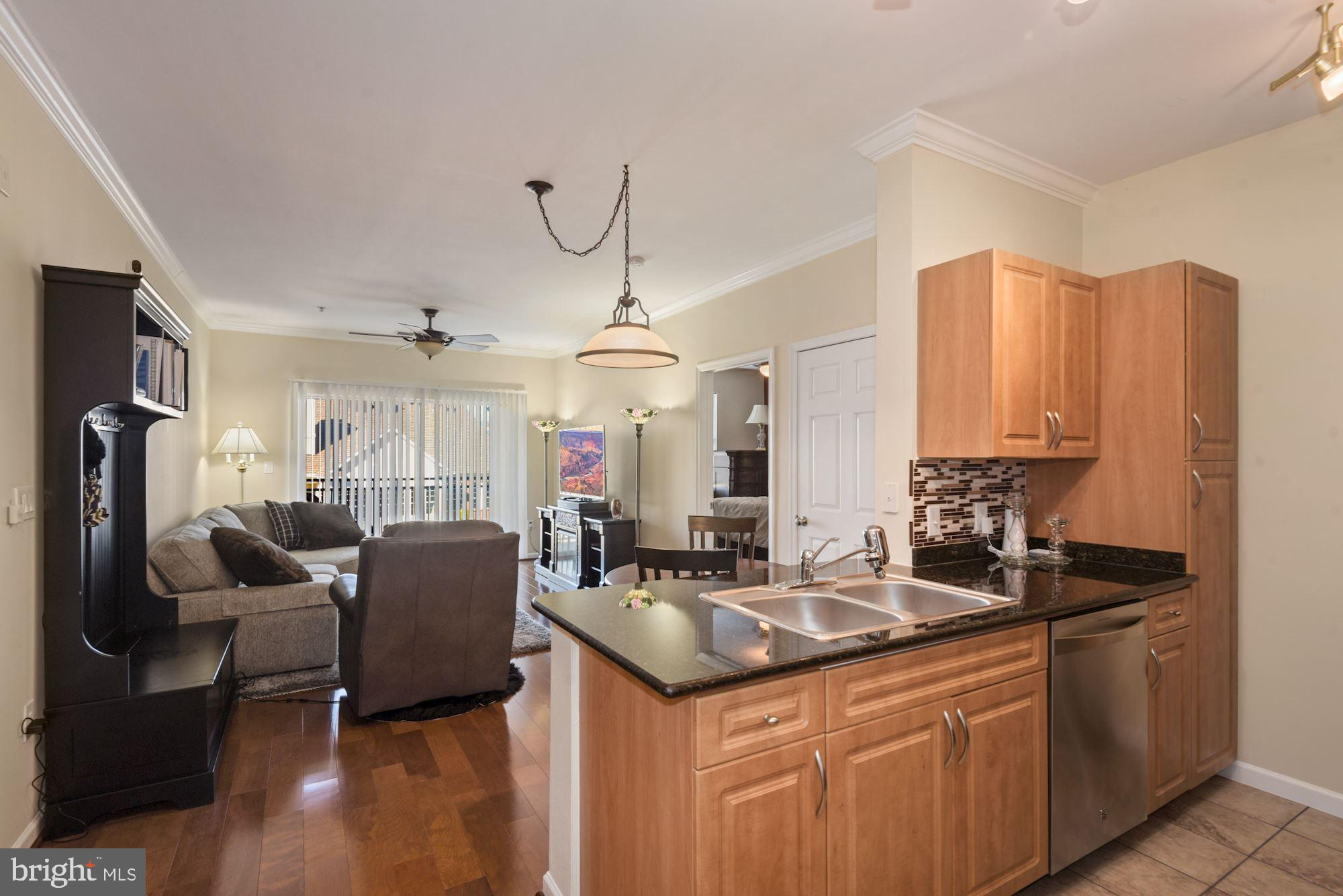 Gently lived in unit   please come take a look at this beautifully maintained condo, 2 bed 2 bath fl