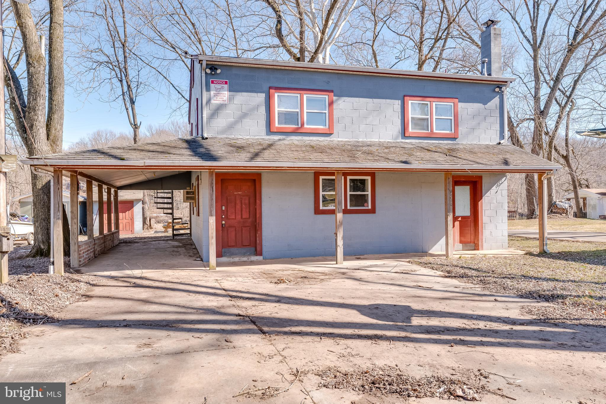 This spacious home is right on the Potomac! Would make a great home or getaway. The main level of th