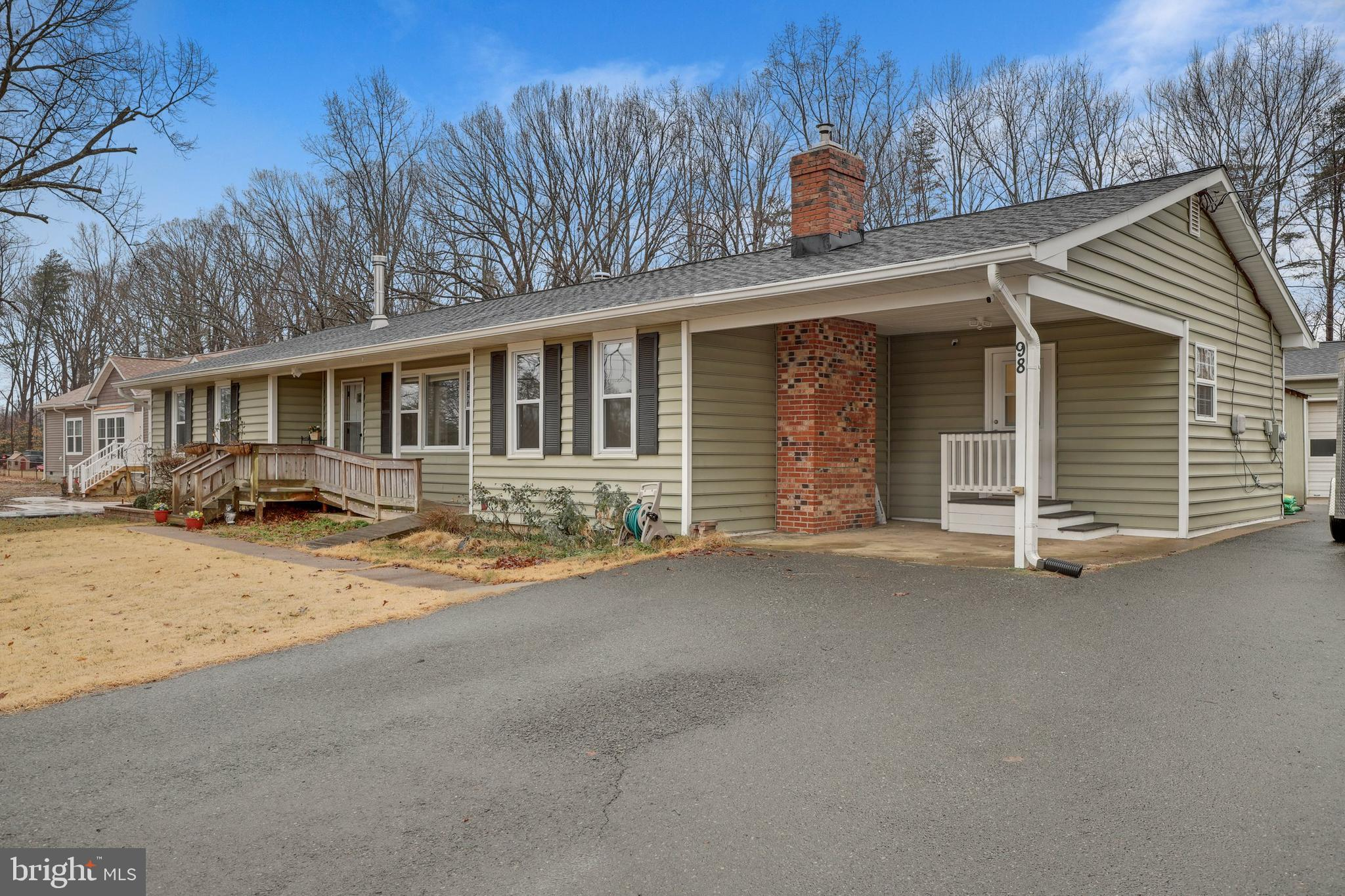 Country living only minutes from I-95, VRE train, commuter lots, schools, hospital, and shopping! Th