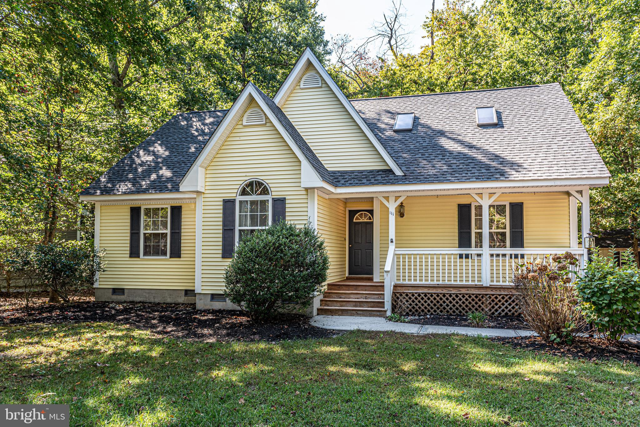 Nestled on 1/2 acre wooded lot, this charming home has a lot to offer. Fabulous 2 story home with li