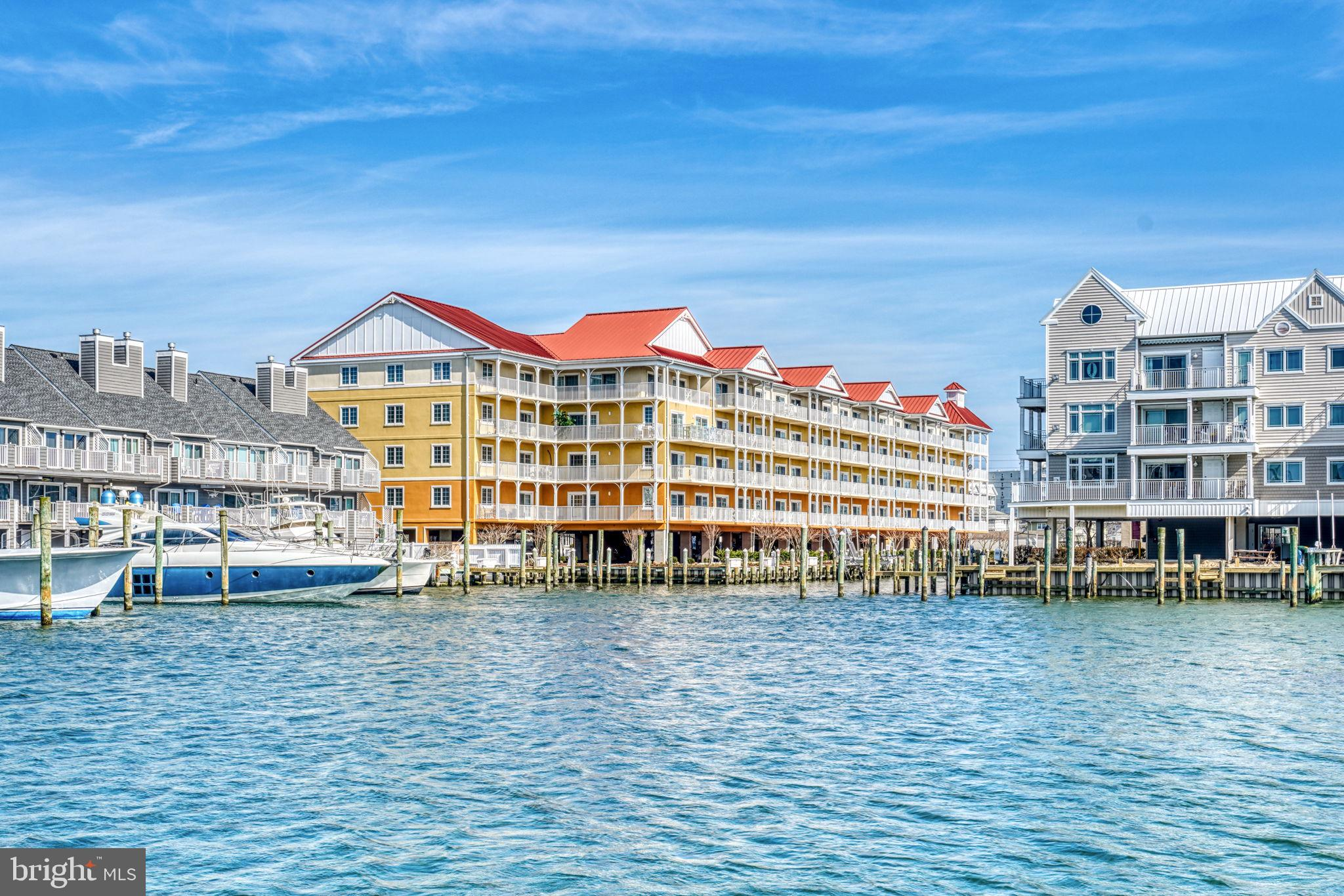 This is a beautiful marina front unit.  Located on the canal/marina at Harbour Island.  Walking dist