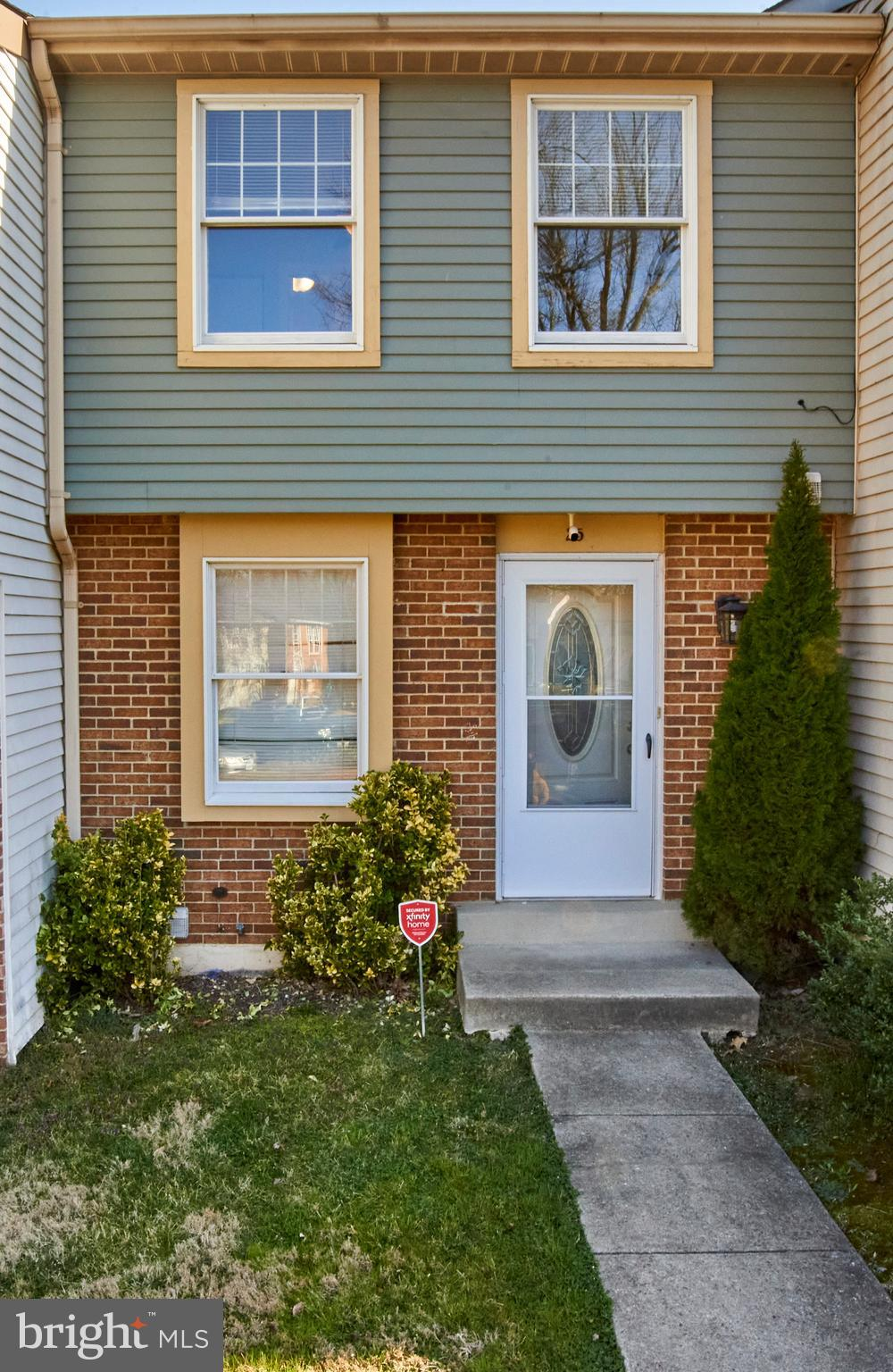 Beautiful townhome with a cute yard so just move right in.  Spacious 2 BR 3 ½bathrooms three-level townhome. Lovely deck, fenced backyard. Fully finished basement. Close to I-270. Immediate Occupancy,   If you are considering a condo stop and look at this townhouse, fabulous details and the monthly fee is only $88.00 per month. open parking, no limit to # of cars, no assigned spaces
