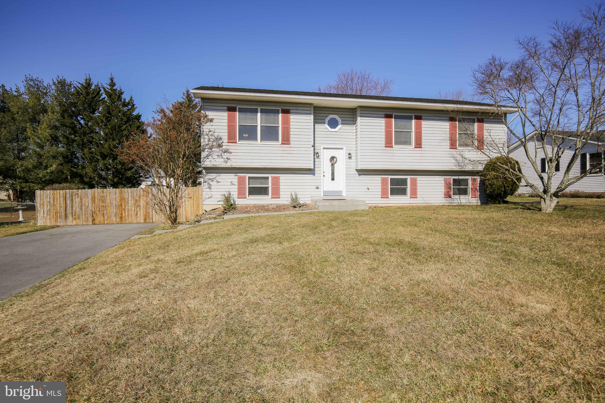 Spacious split foyer just waiting to be called home. Hardwood floors throughout. 3 bedrooms 2 full b