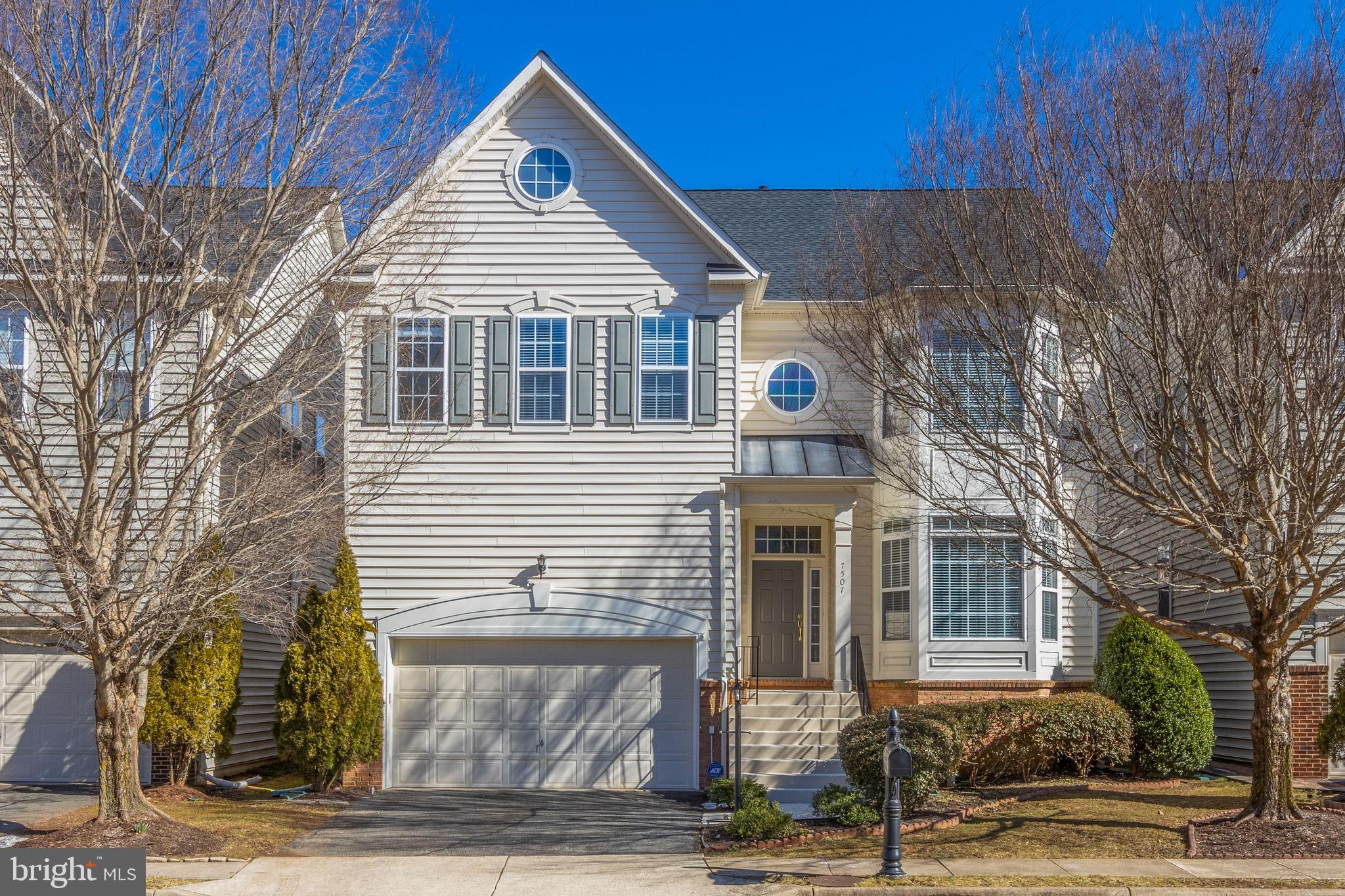 Beautiful, open and bright 5BR, 3.5 BA, 2 car garage popular Pinewood model in the Grove at Huntley