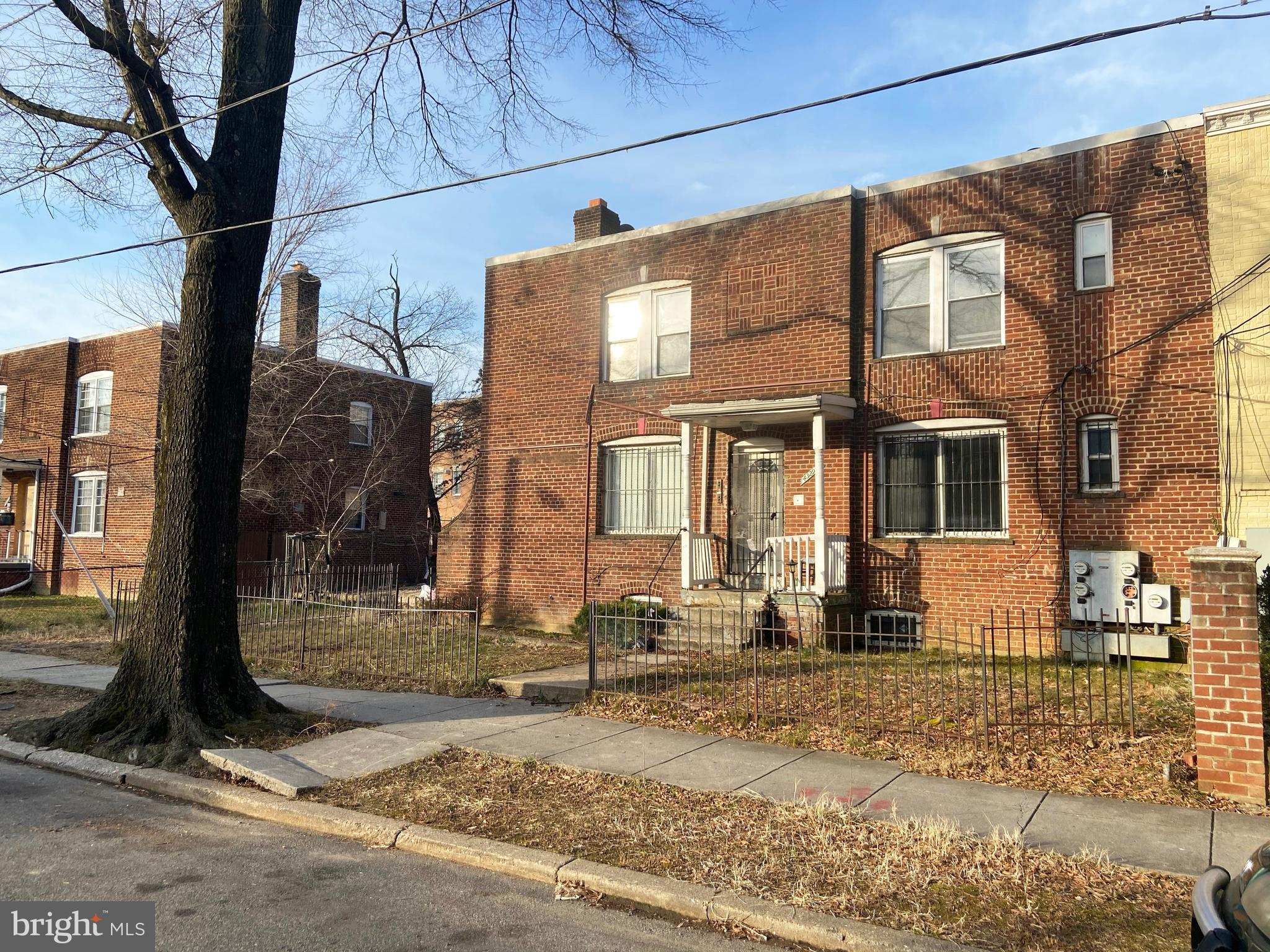 Rare vacant 4-unit building in a burgeoning market. Vacant Asset - The asset will be delivered vacan