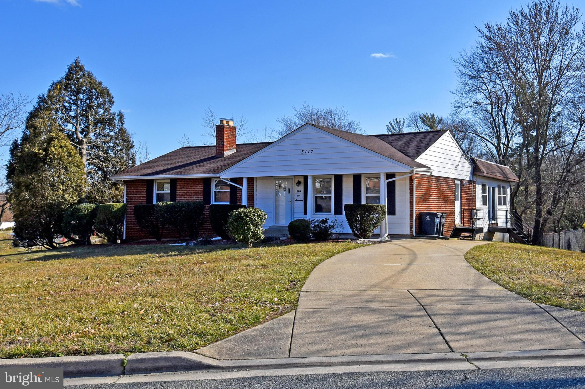 MUST SEE TO BELIEVE! TOTALLY RENOVATED SINGLE FAMILY HOME W/ 4500 TOT. SQ. FT. SITTING ON .33 ACRE C