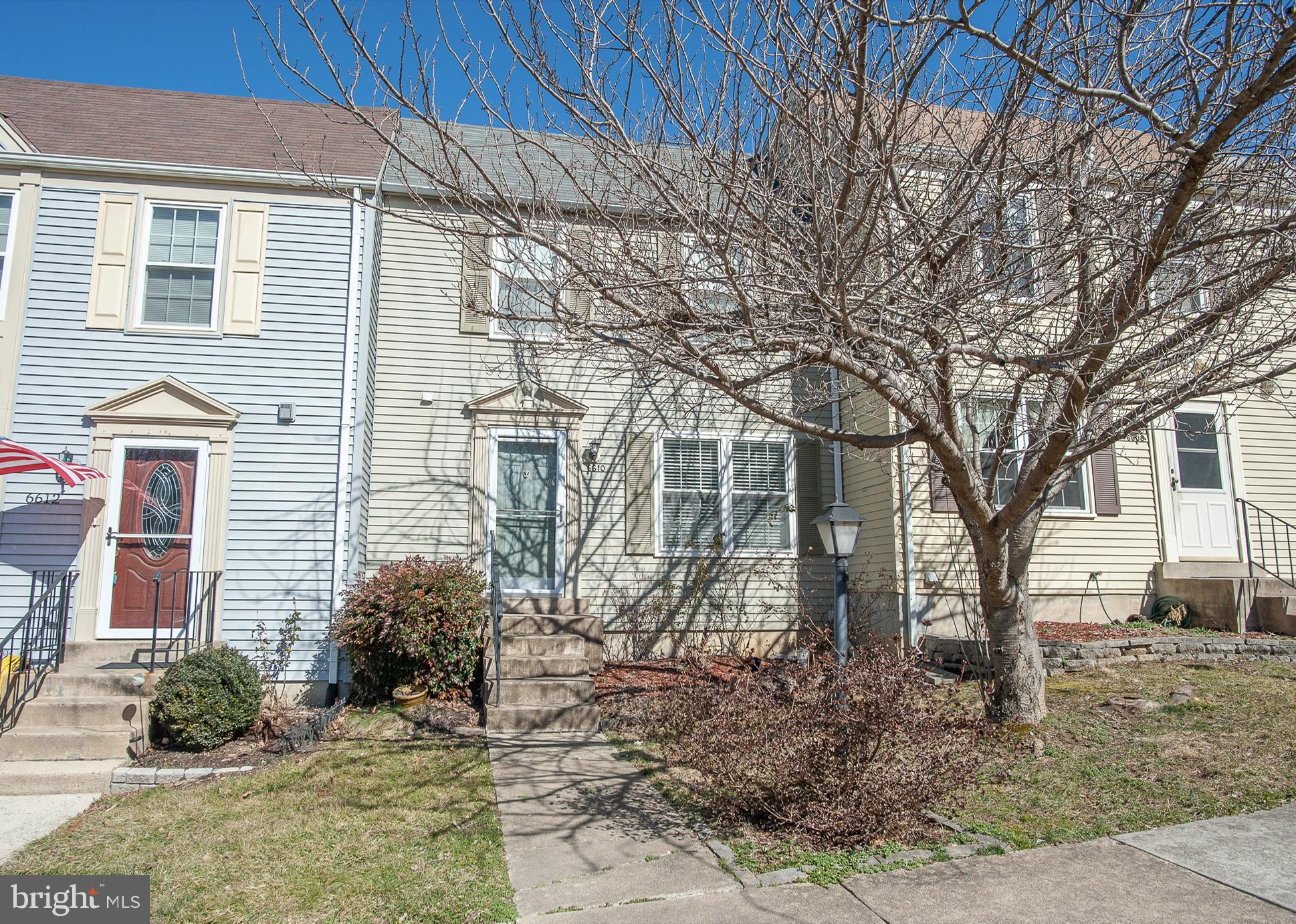 Beautiful 2-bedroom and 2 1/2 bath Townhome with an updated kitchen which includes granite counterto
