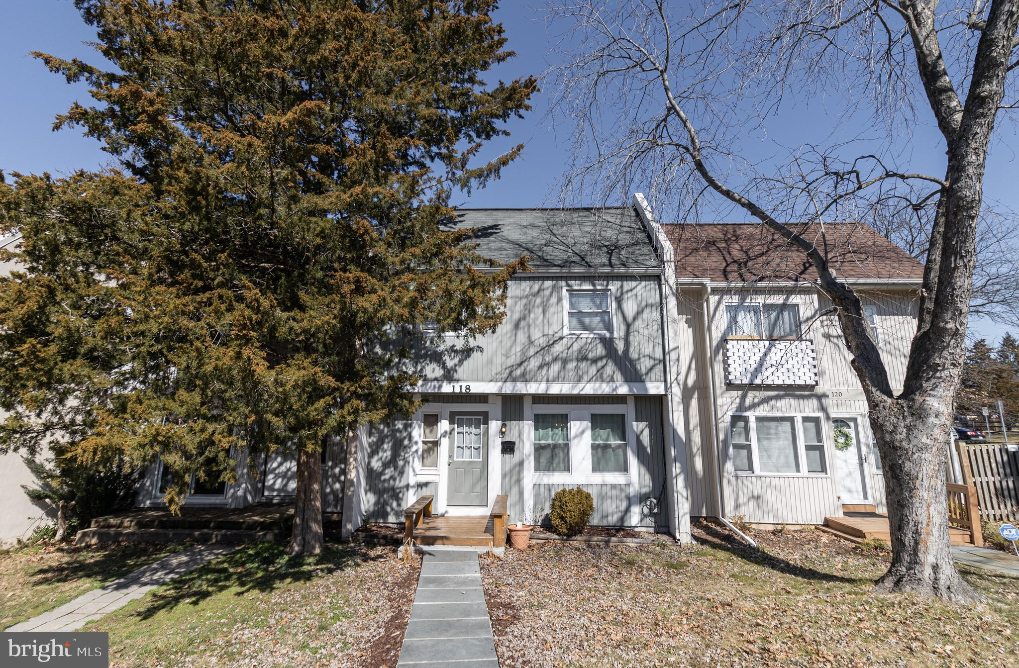 GREAT LOCATION !! CHARMING home minutes to shopping, dining, town amenities and major commuter route