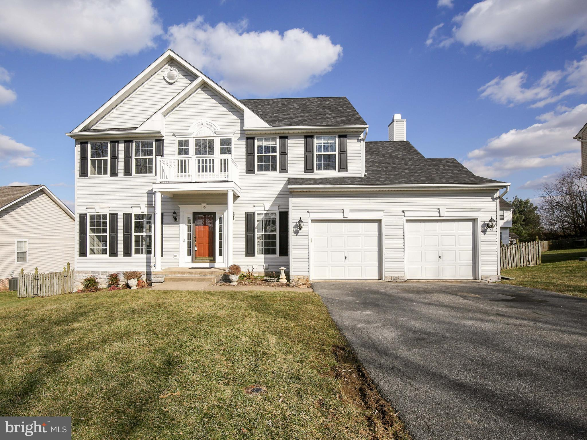 Don't miss the opportunity to own in sought after Locust Hill Golf Course community. Freshly painted