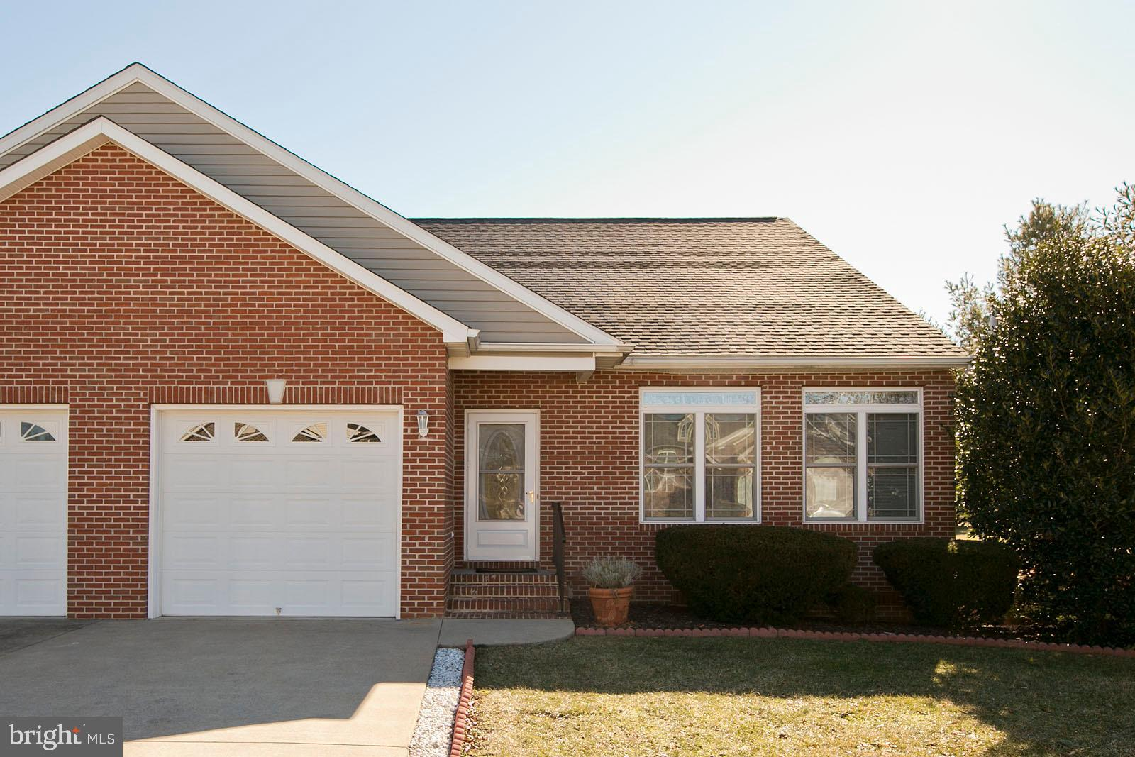 One level living at it's finest! This 2 bedroom, 2 bath villa in Locust Hill backs up to the golf co