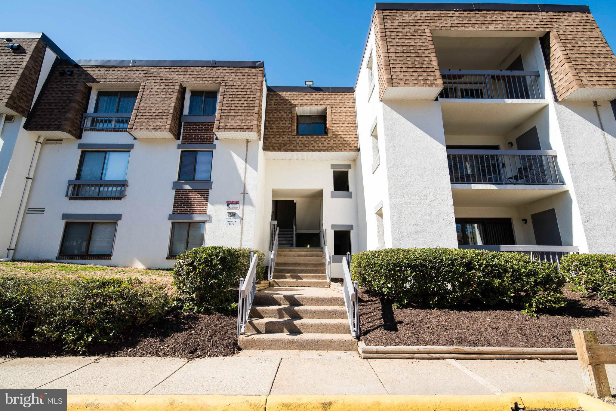 Highly desired Penthouse level condo at the Sequoyah! 2 beds and 1.5 baths on over 950 sq ft, garden