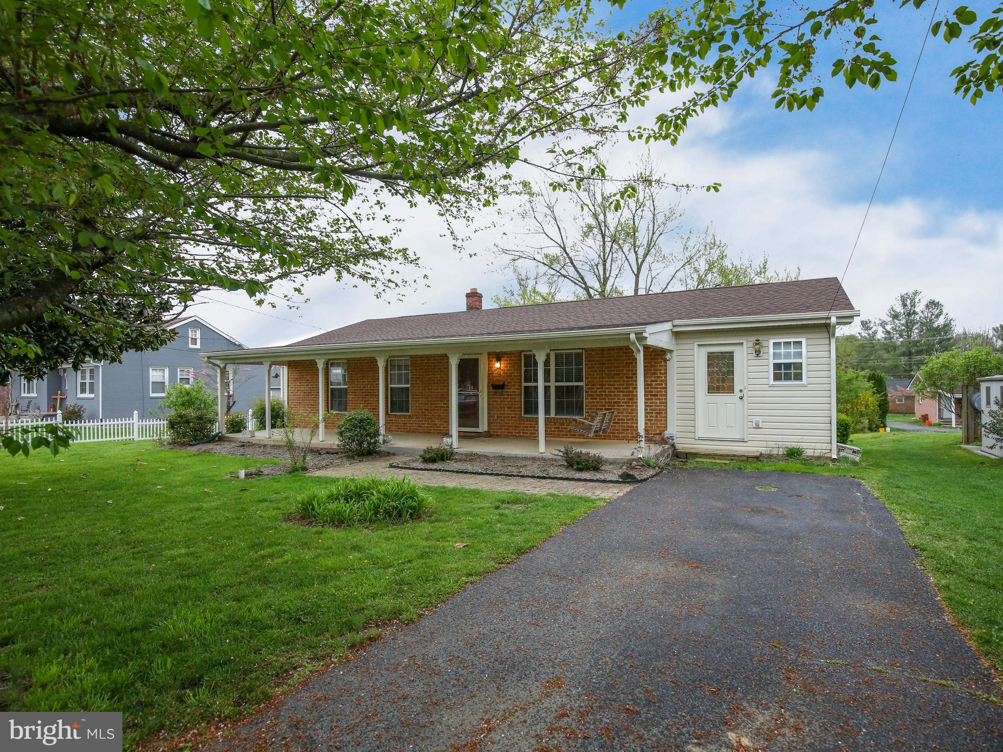 Great opportunity to own a rancher in one of Berryville's greatest neighborhoods, walk-able to every