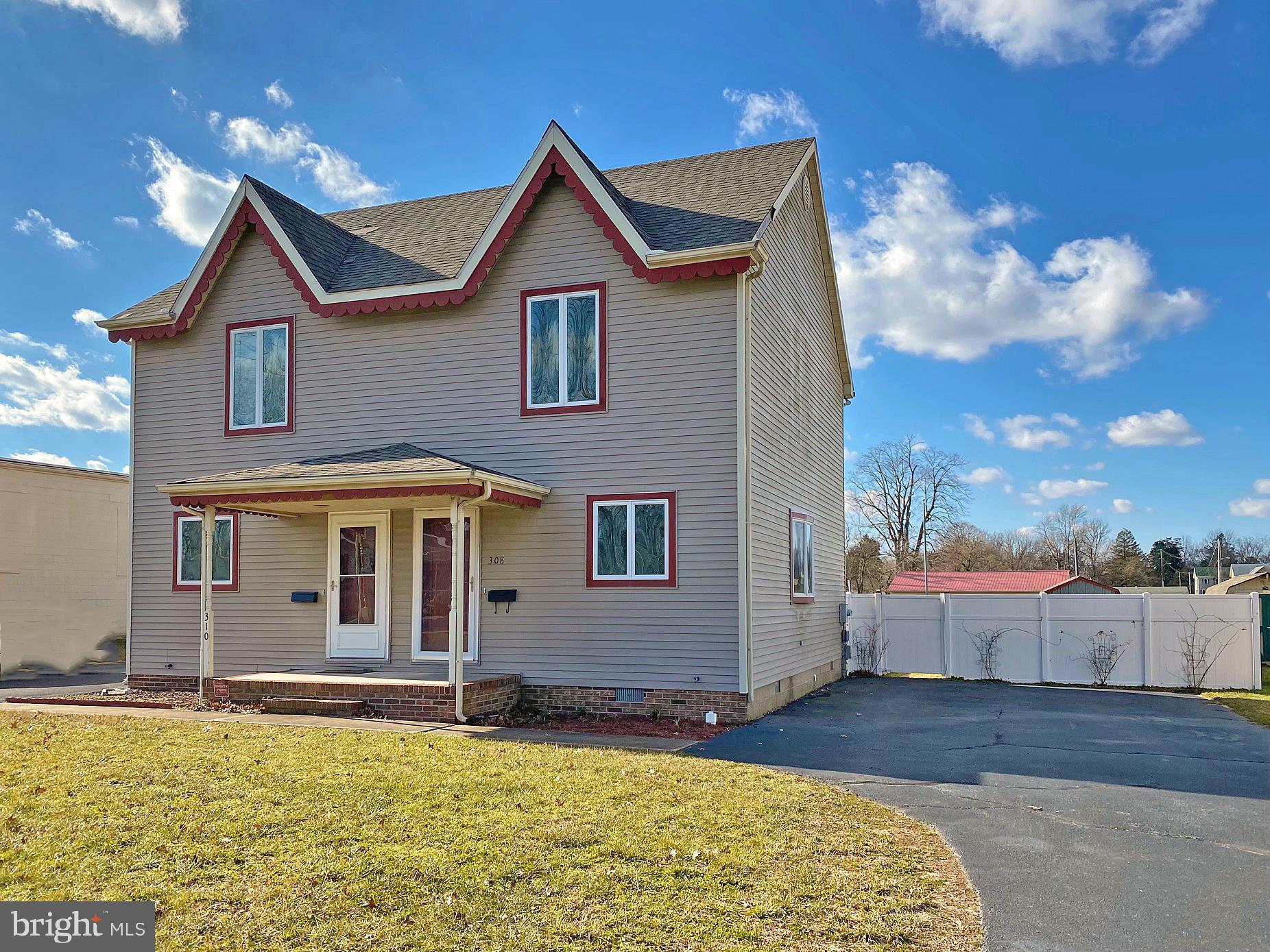 Great semi-detached, twin home features a nice front yard, an oversized parking area & a fenced back