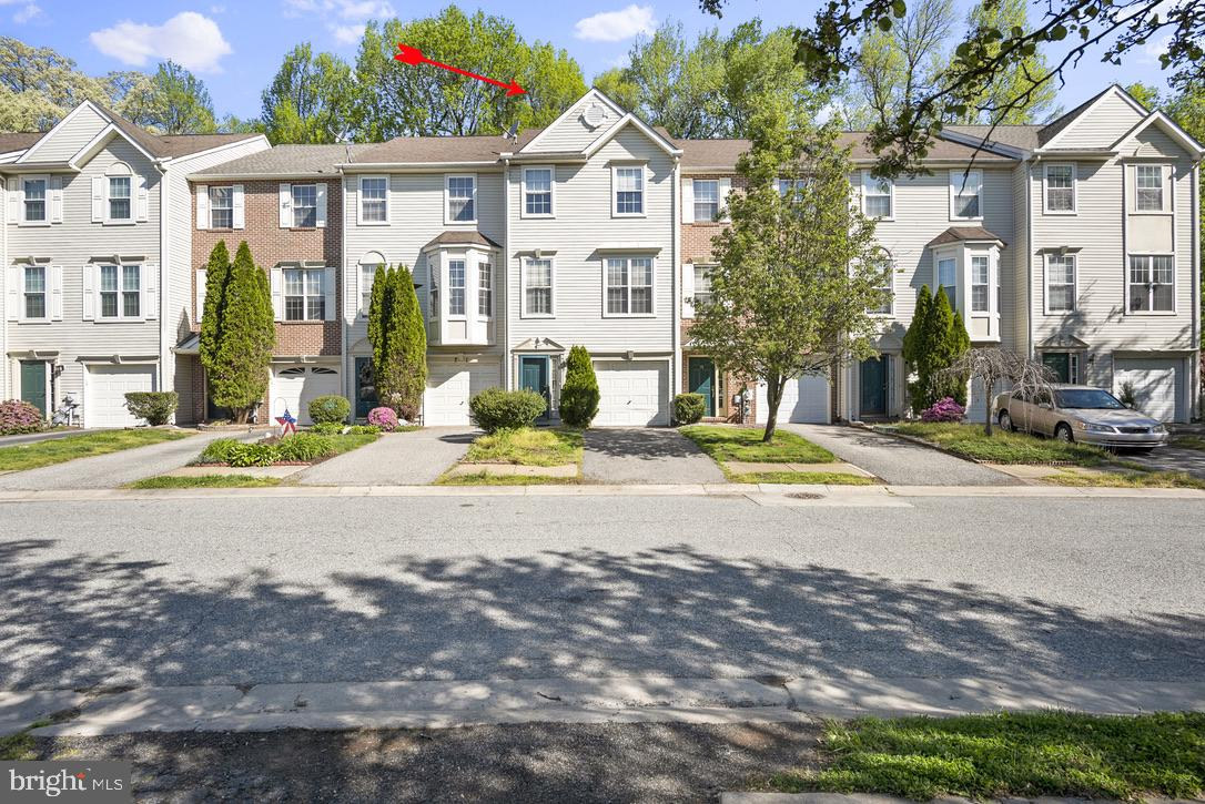 3 bedroom 2 1/2 bathroom townhome in  Persimmon Creek. Close to all shopping and minutes from  Elkto