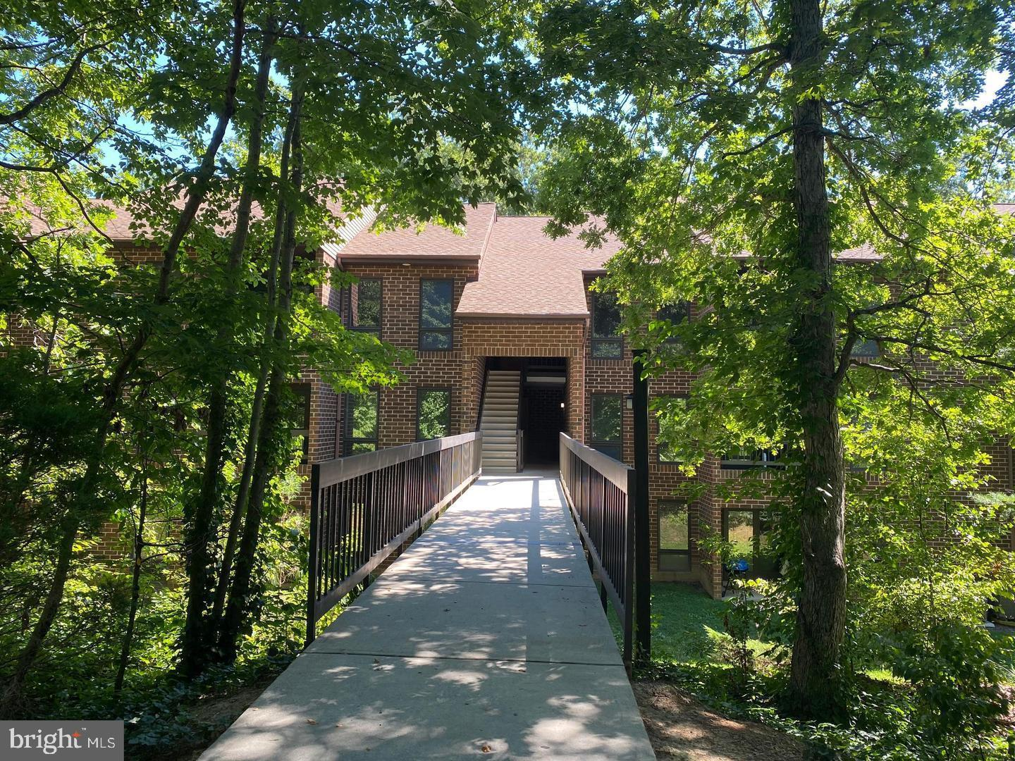 Well-maintained condo in WIldewood.  Two spacious bedrooms, 1-1/2 baths, large living room with stud