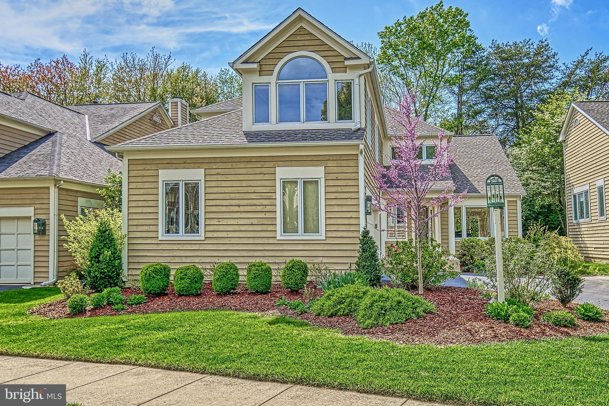 Enjoy living in this spacious 5 bedroom/3.5 bath contemporary home in Reston that has been tastefull