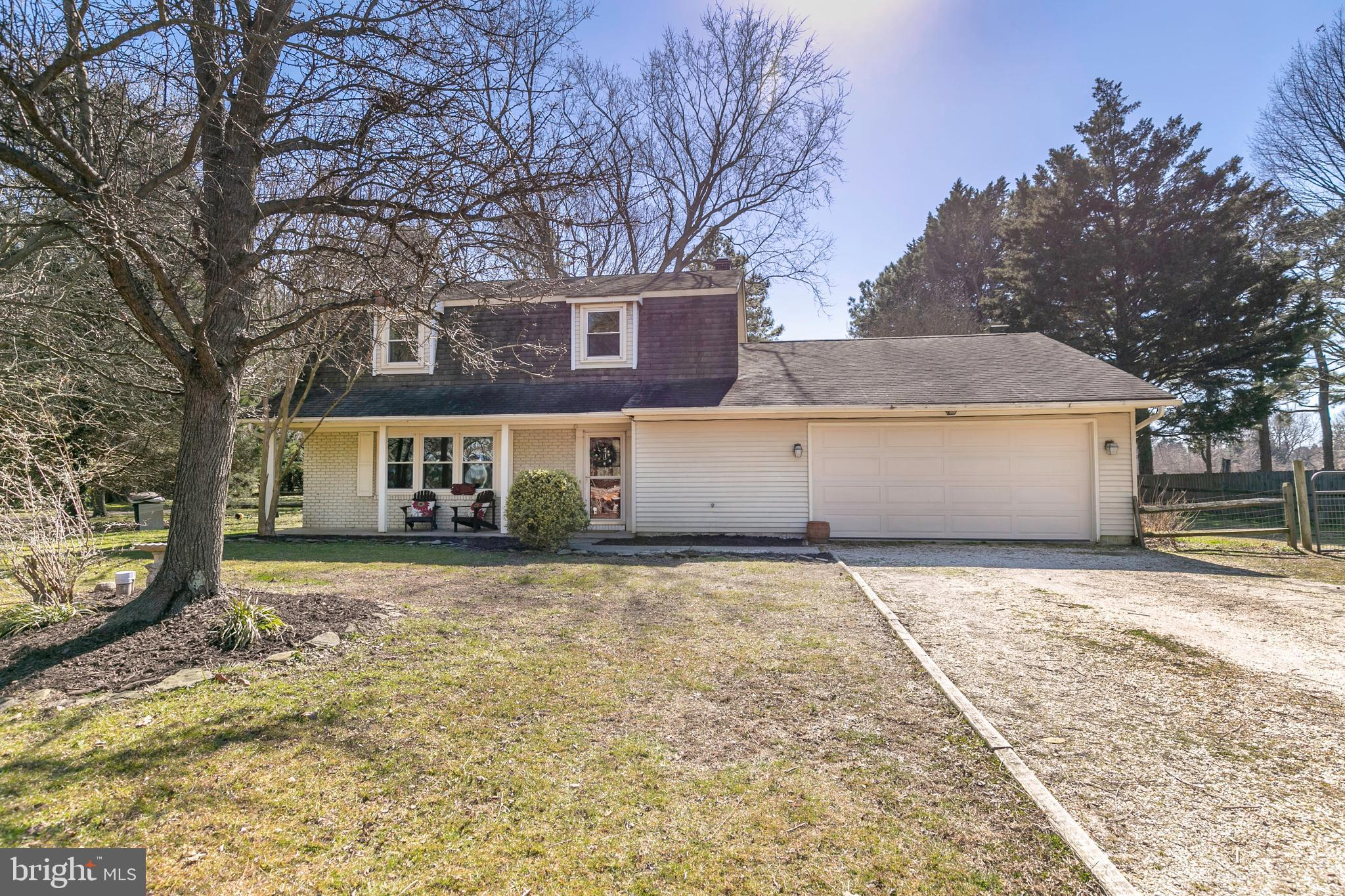 JUST LISTED!...THIS CHARMING COLONIAL IS SITED ON A QUIET CUL-DE-SAC with a FULLY FENCED BACK YARD!