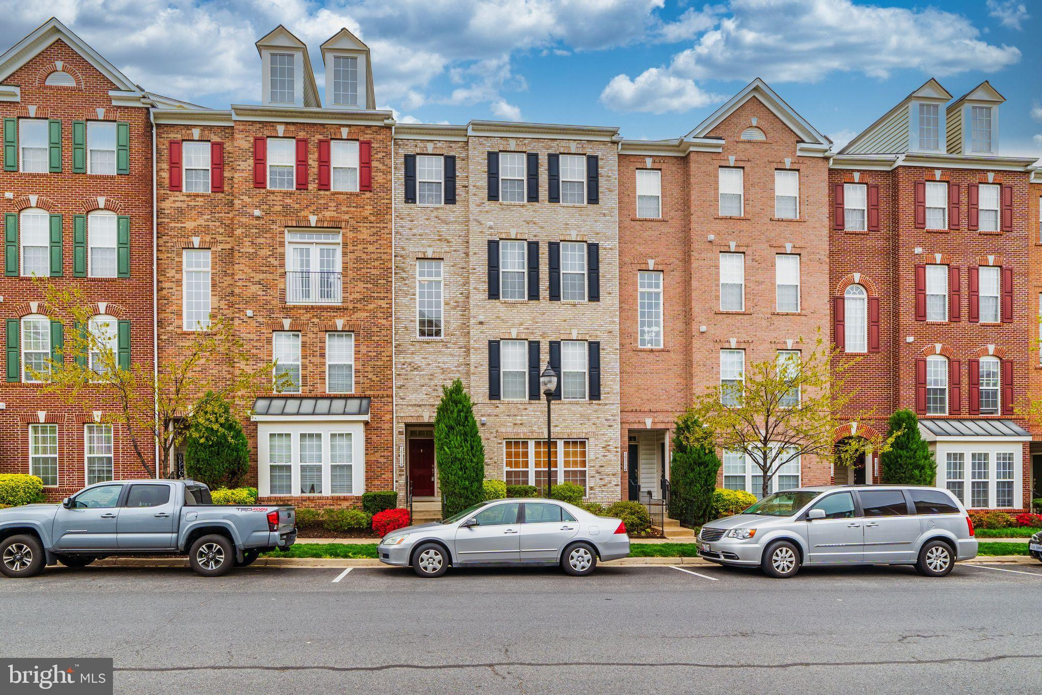 Welcome to Potomac Club! It's not just a home, it's a lifestyle! Beautiful 2 level, 3 bedroom 2 1/2