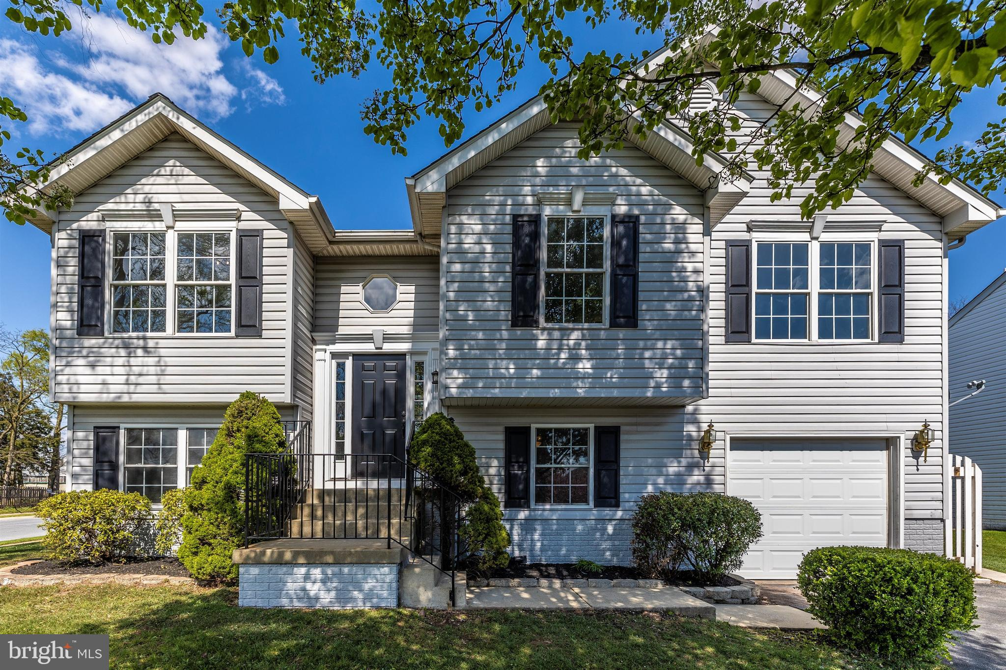 Please follow all COVID-19 guidelines. WELCOME HOME!! Beautiful renovation! This 4 bedroom 3 full ba