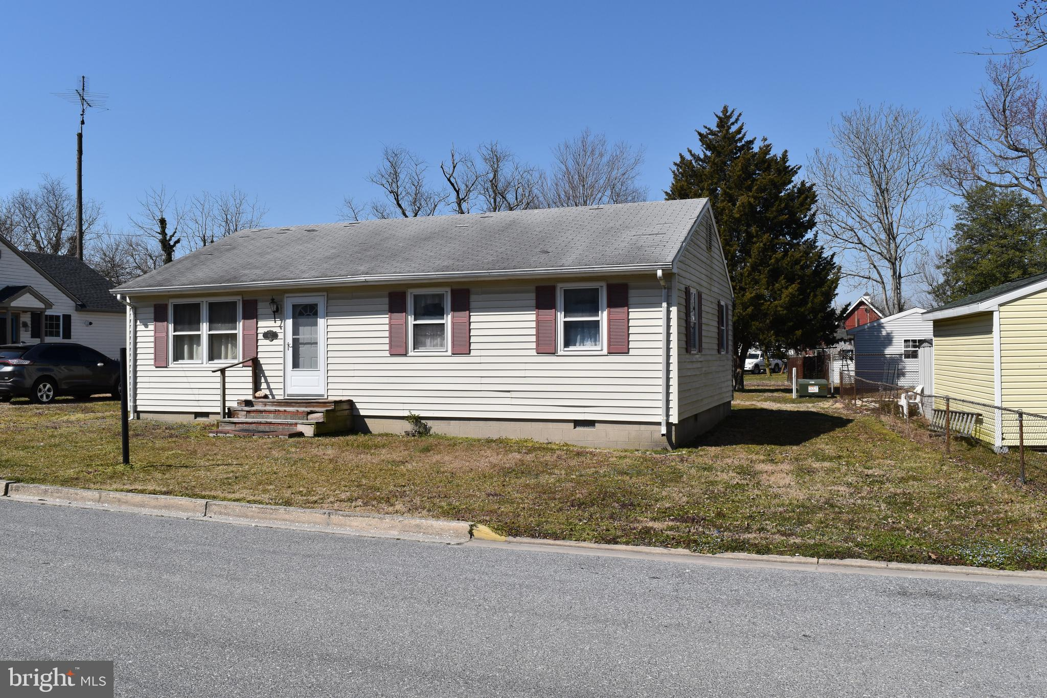 Rancher with 3 Bedrooms and 1 Bath and Eat in kitchen in the city limits of Hurlock, Maryland.  It h