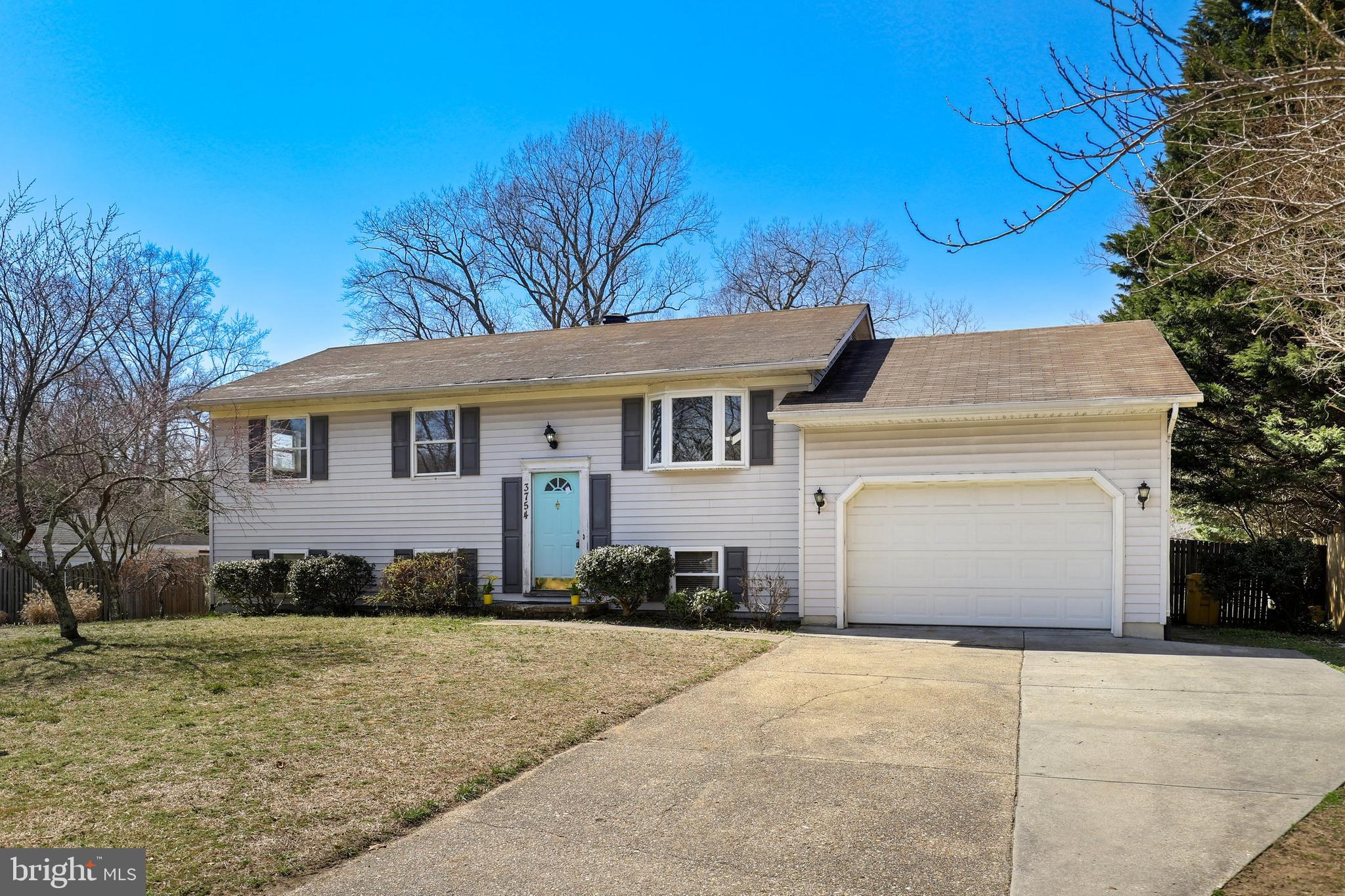 Just Reduced! Great opportunity in the heart of Davidsonville! Home ready for immediate occupancy, w