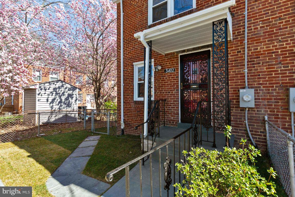 This beautiful three-level townhome features 2 bedrooms and a fully finished basement.   The main fl
