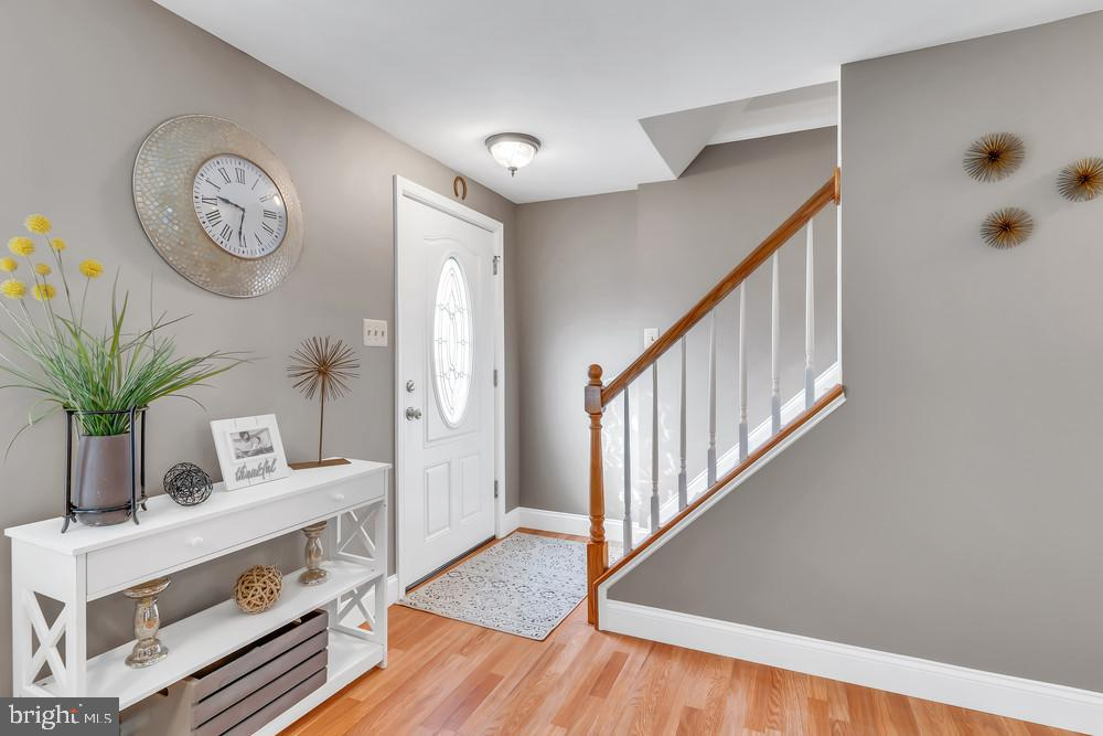 Beautiful 3 level Upgraded Townhouse. This freshly painted spacious home features 3 Bedrooms, 2 full