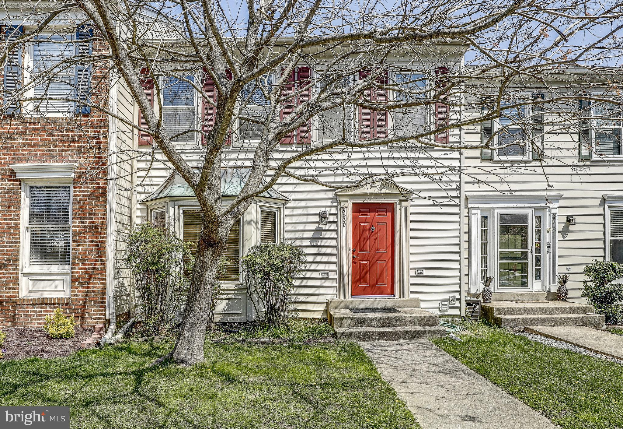 Cozy, warm, townhome in Old Bridge Estates with lots of community amenities to include community poo