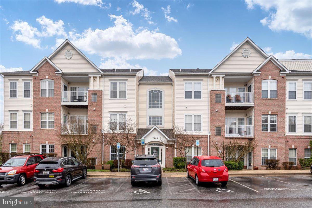 Enjoy the simple elegance in this 2 bedroom, 2 baths condominium nestled in the highly sought after PINEY ORCHARD subdivision!! Boasting premium HARDWOOD FLOORING, this already attractive home is an exceptional standout. This  bright and open first-floor CORNER UNIT has ideal NE/SW alignment, which allows the optimal level of natural light without being overpowered or in the dark. Here, comfort and convenience are at their finest. Your new community is gated and gives you the opportunity to enjoy all of the phenomenal amenities including community pools, fitness center, ice rink, walking trails and so much more!