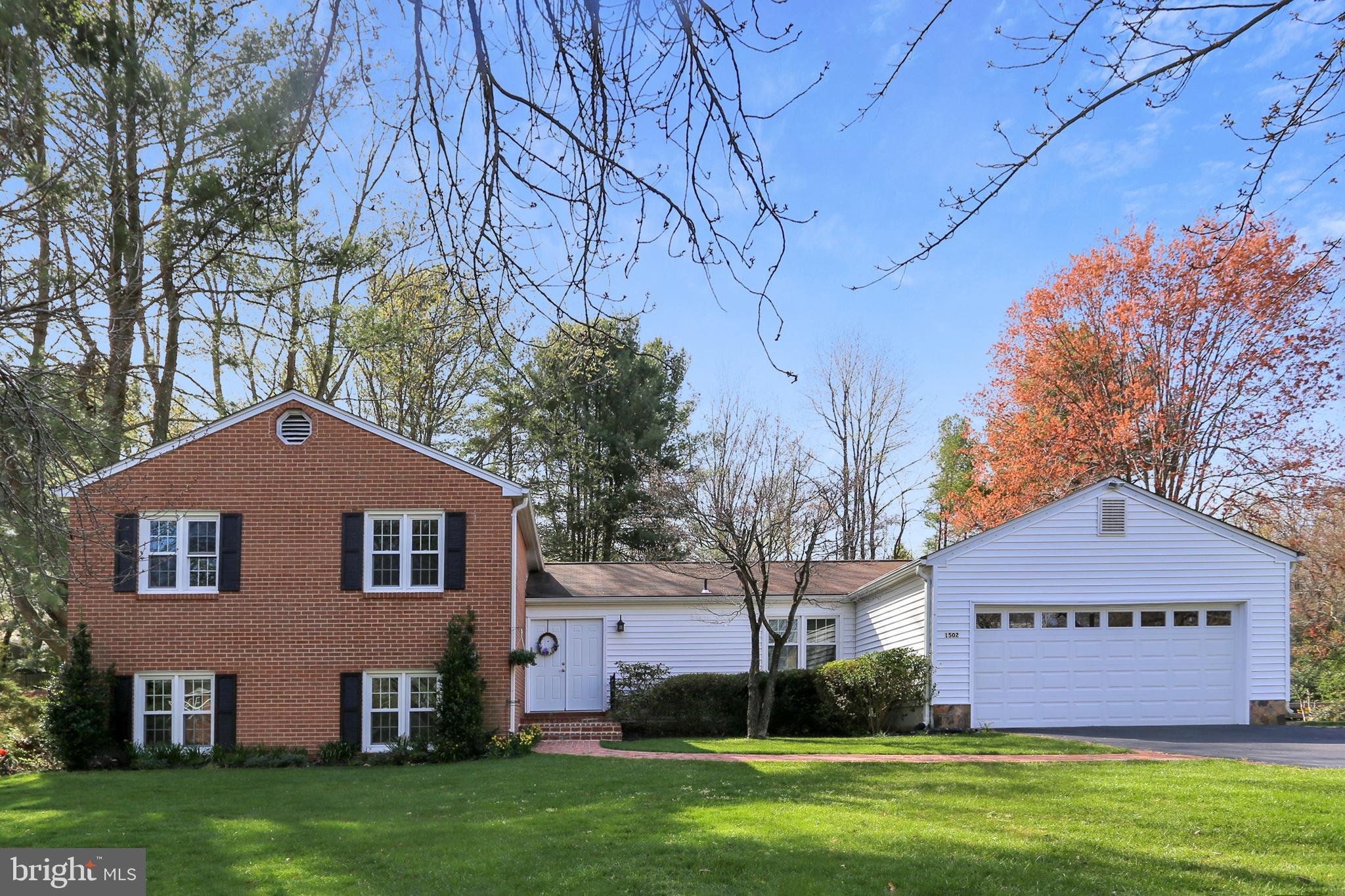 Come fall in love with this fantastic 5 BR, 4-level split on 0.6 ACRES!  Ideally located....close to