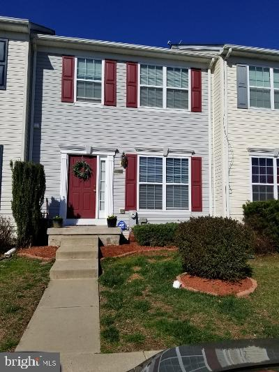 Beautiful, spacious, & light-filled town-home in fantastic condition and ready for you to move in! T
