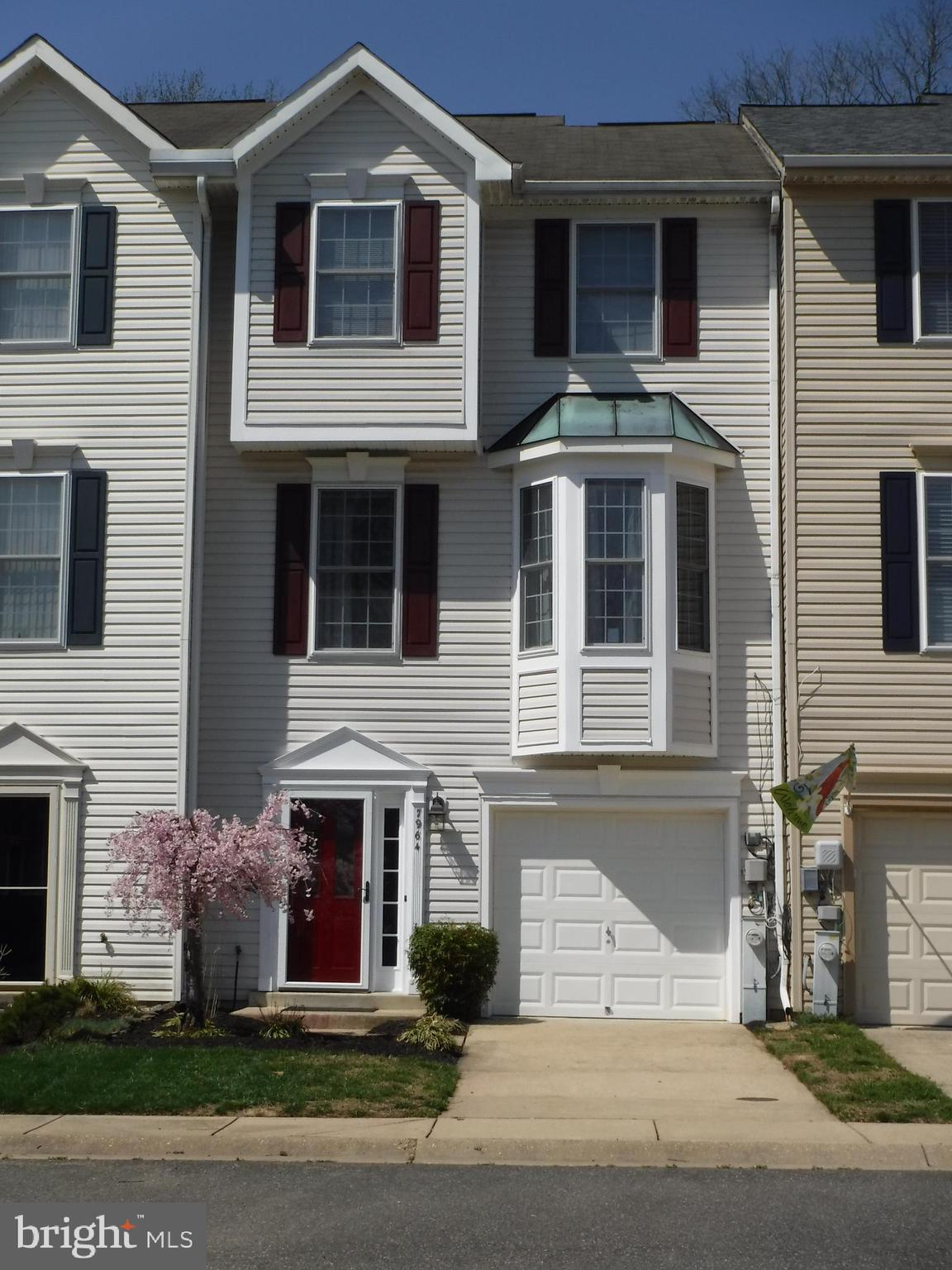 Come see this Beautiful 3 bedroom 2.5 Bath Town Home in the Desired Bayview Hills Neighborhood.  Mod