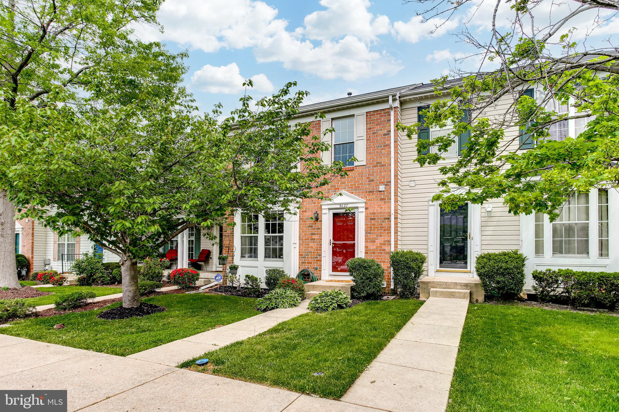 Ready for it's new owners to move right in!  This 3 bed 3 FULL bath 1 half bath home boasts fresh pa