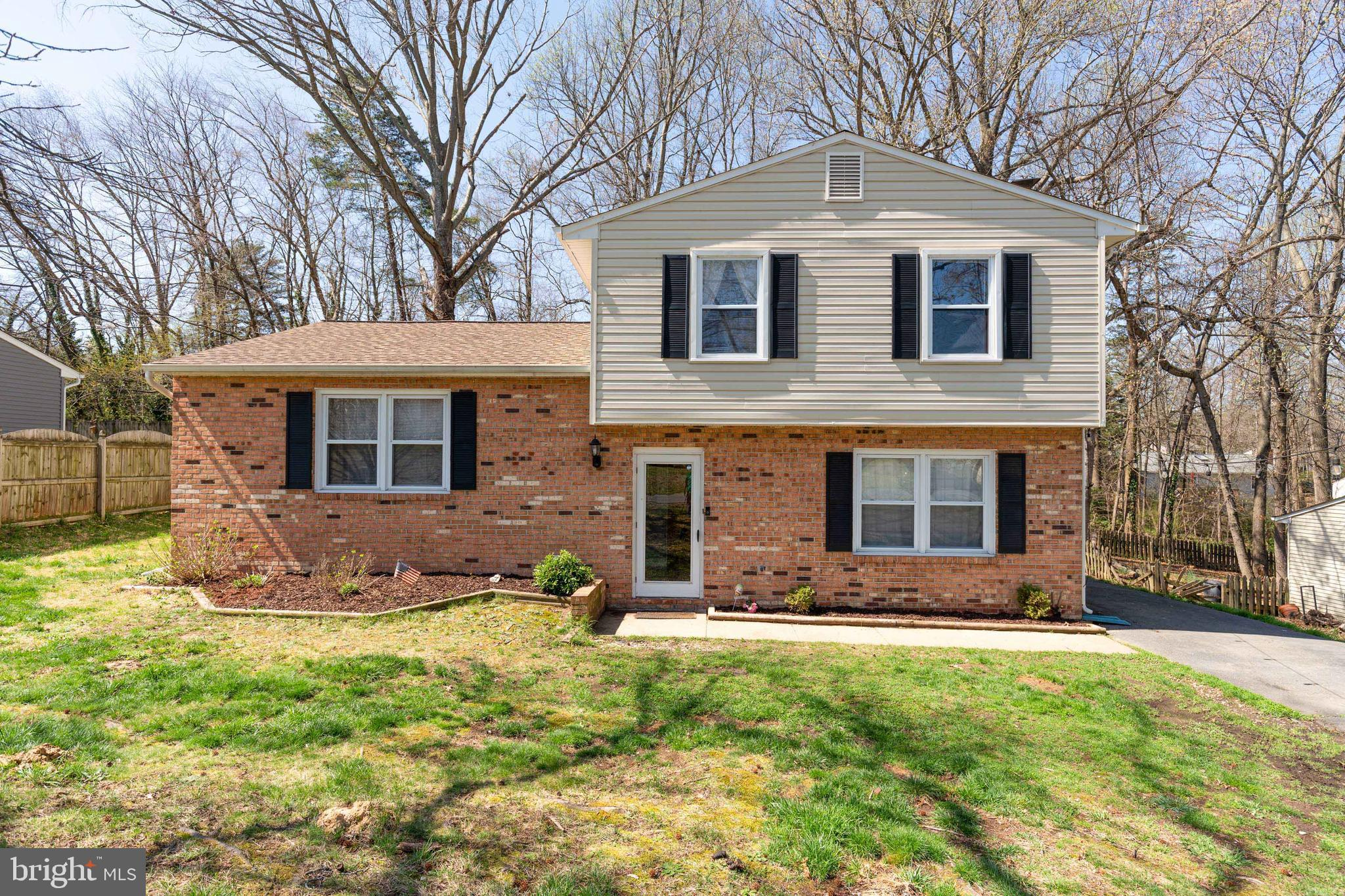 Beautiful updated split level, single-family home, brick/vinyl siding, located in Hickory Ridge. Upd