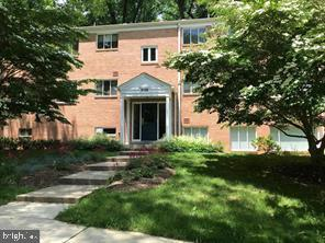 Great deal for this 1 br condo over (900 sq ft) Huge bedroom with walk-in closet. New AC HVAC and di