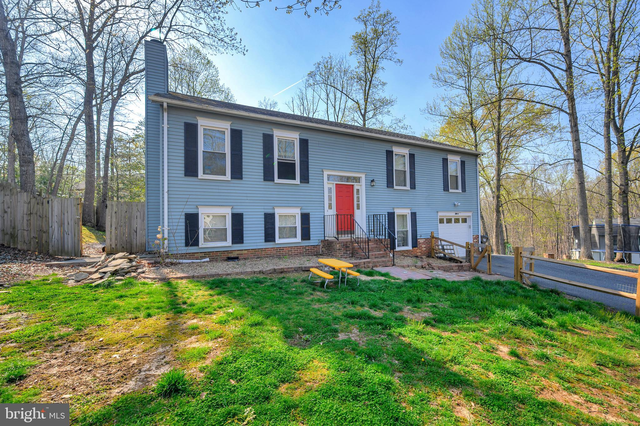 Move-in ready 4 bedrooms 3 bathrooms Split level home, located in North Stafford. Excellent maintain