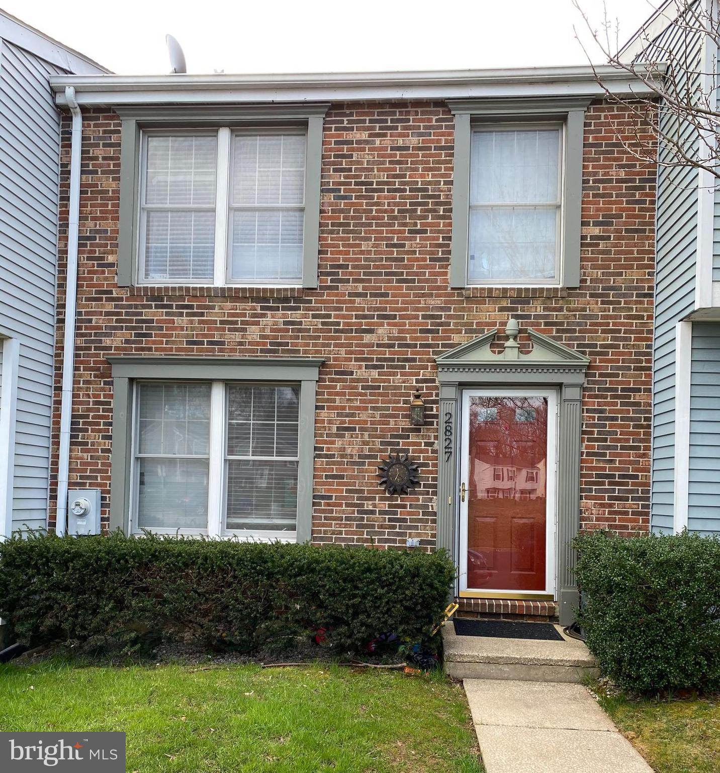 Highest and Best Offer due Thursday May 6 by 730 pm   Well cared for Box Hill North Townhome. This h